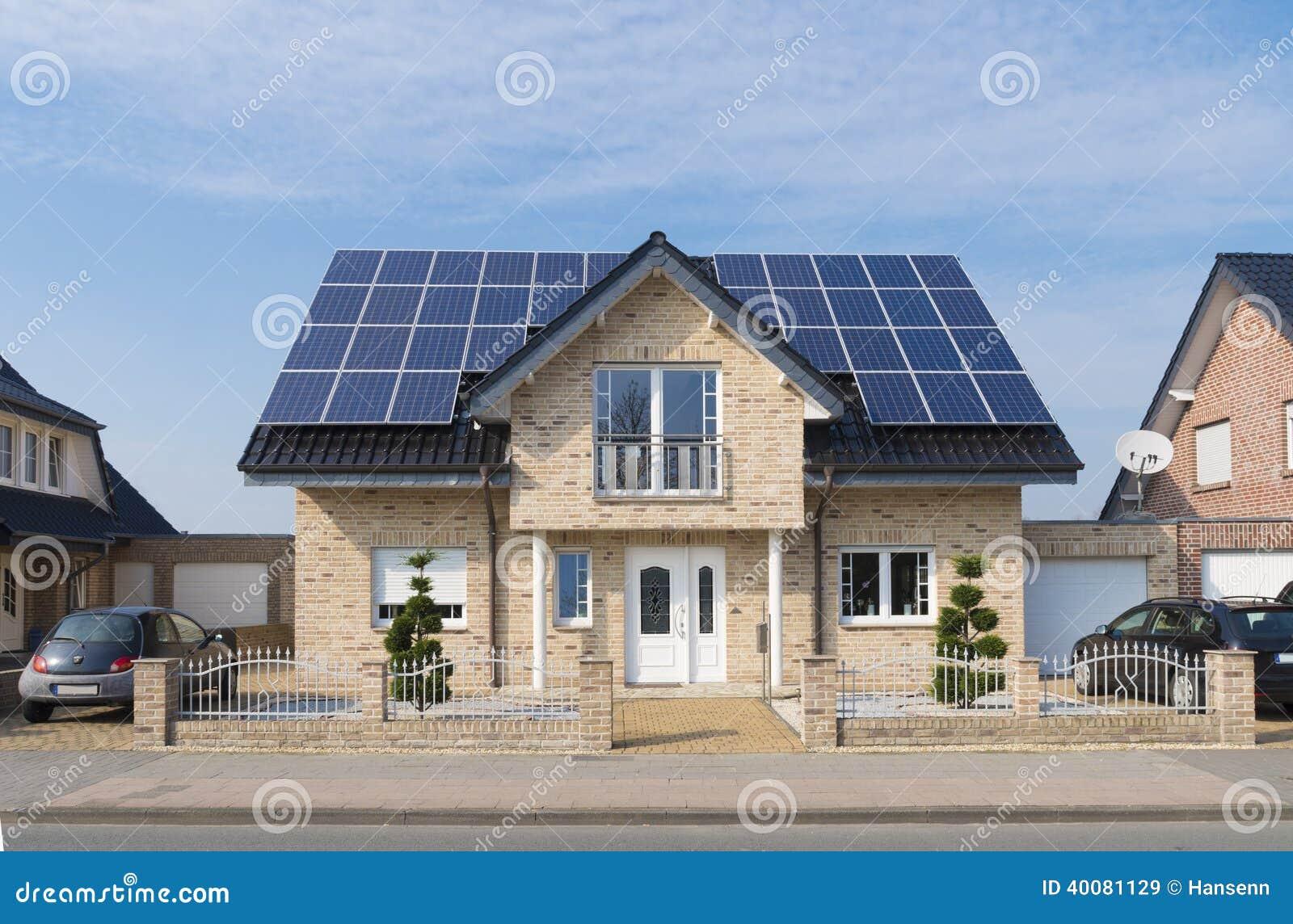 Ηλιακά πλαίσια στη στέγη