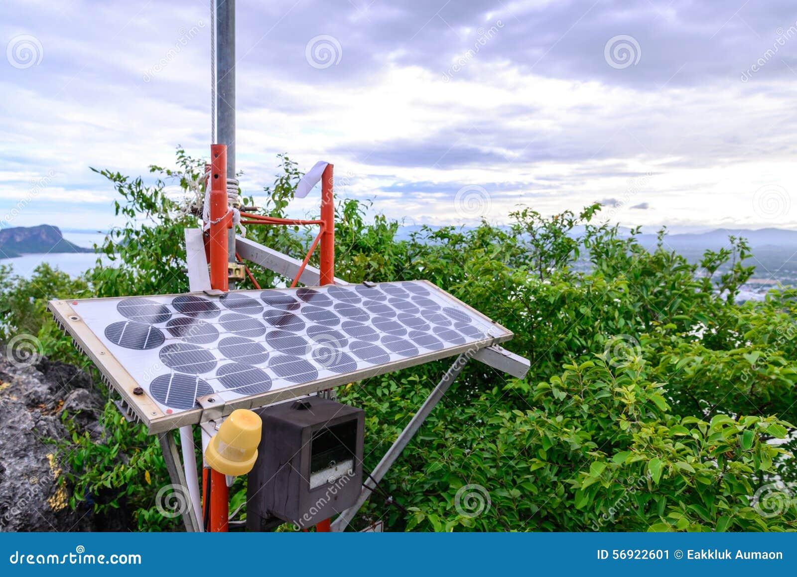 Ηλιακό κύτταρο για την ηλεκτρική ενέργεια στην αιχμή του βουνού