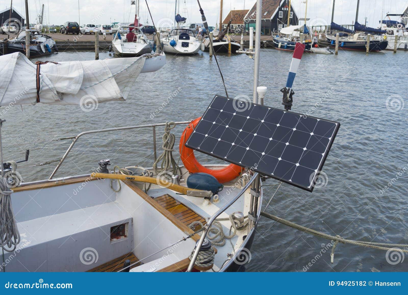 Ηλιακό πλαίσιο στο γιοτ