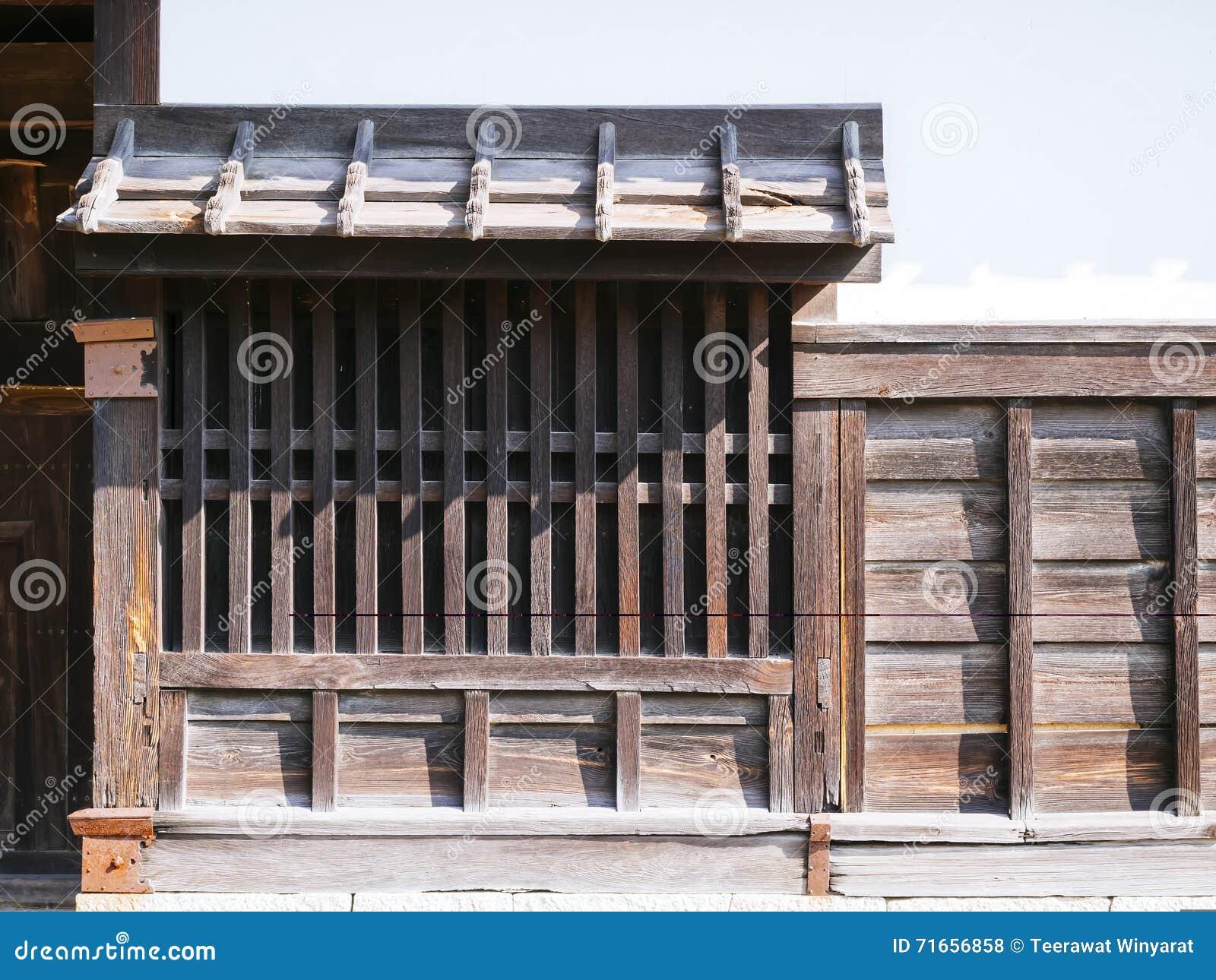 9b8715ae43d5 Η ιαπωνική αρχιτεκτονική παράδοσης απαριθμεί το ξύλινο παράθυρο Στοκ ...