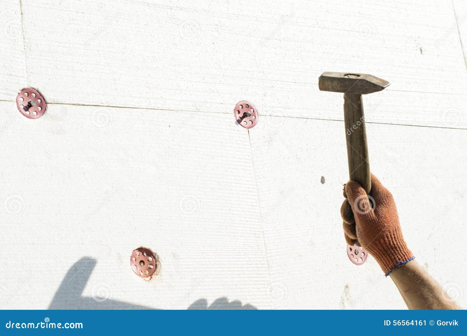 Download Η διαδικασία χρησιμοποιώντας ένα σφυρί μετάλλων Στοκ Εικόνα - εικόνα από κύριος, πλάνο: 56564161