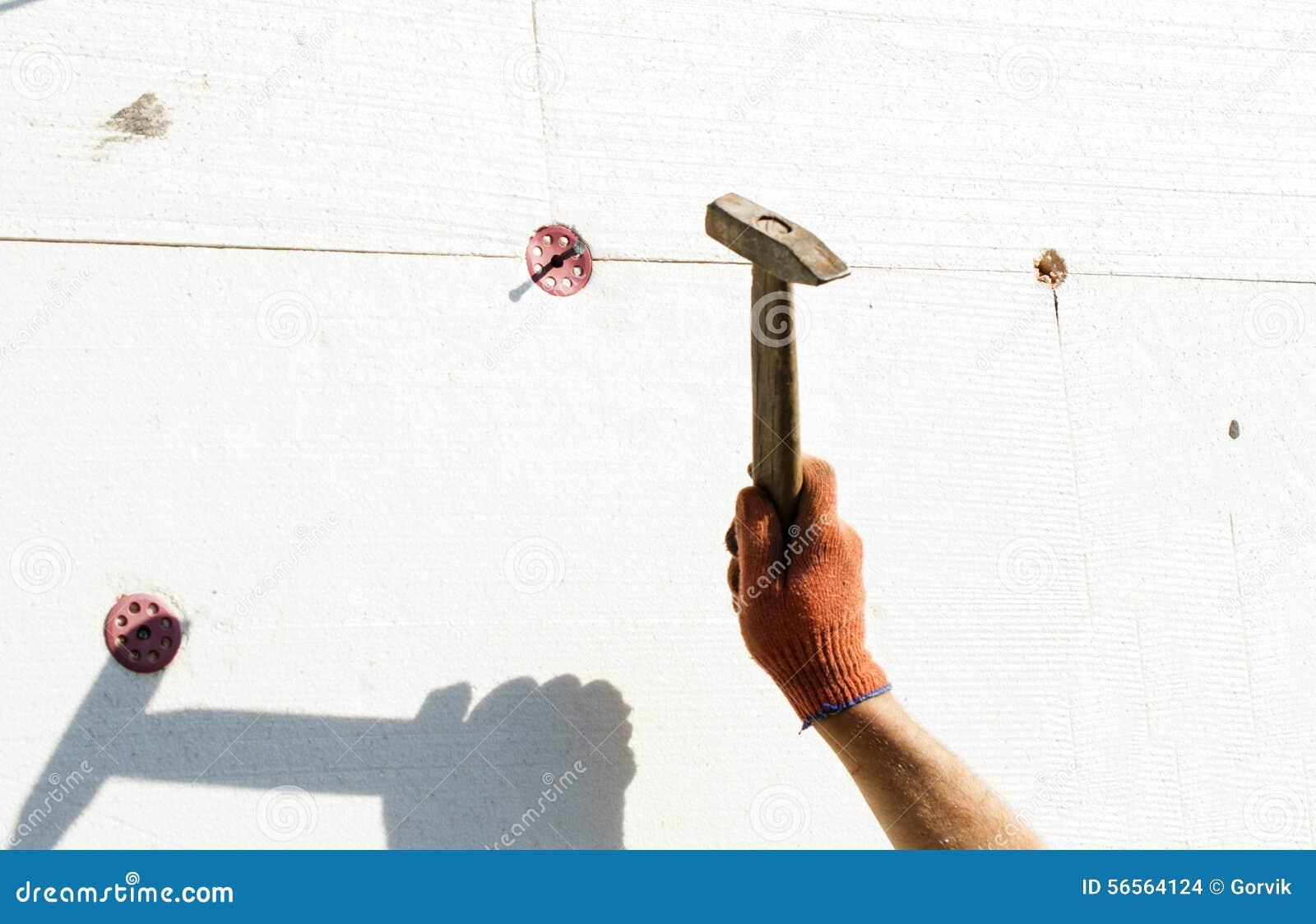 Download Η διαδικασία Tusing ένα σφυρί μετάλλων Στοκ Εικόνες - εικόνα από μέταλλο, πλάνο: 56564124