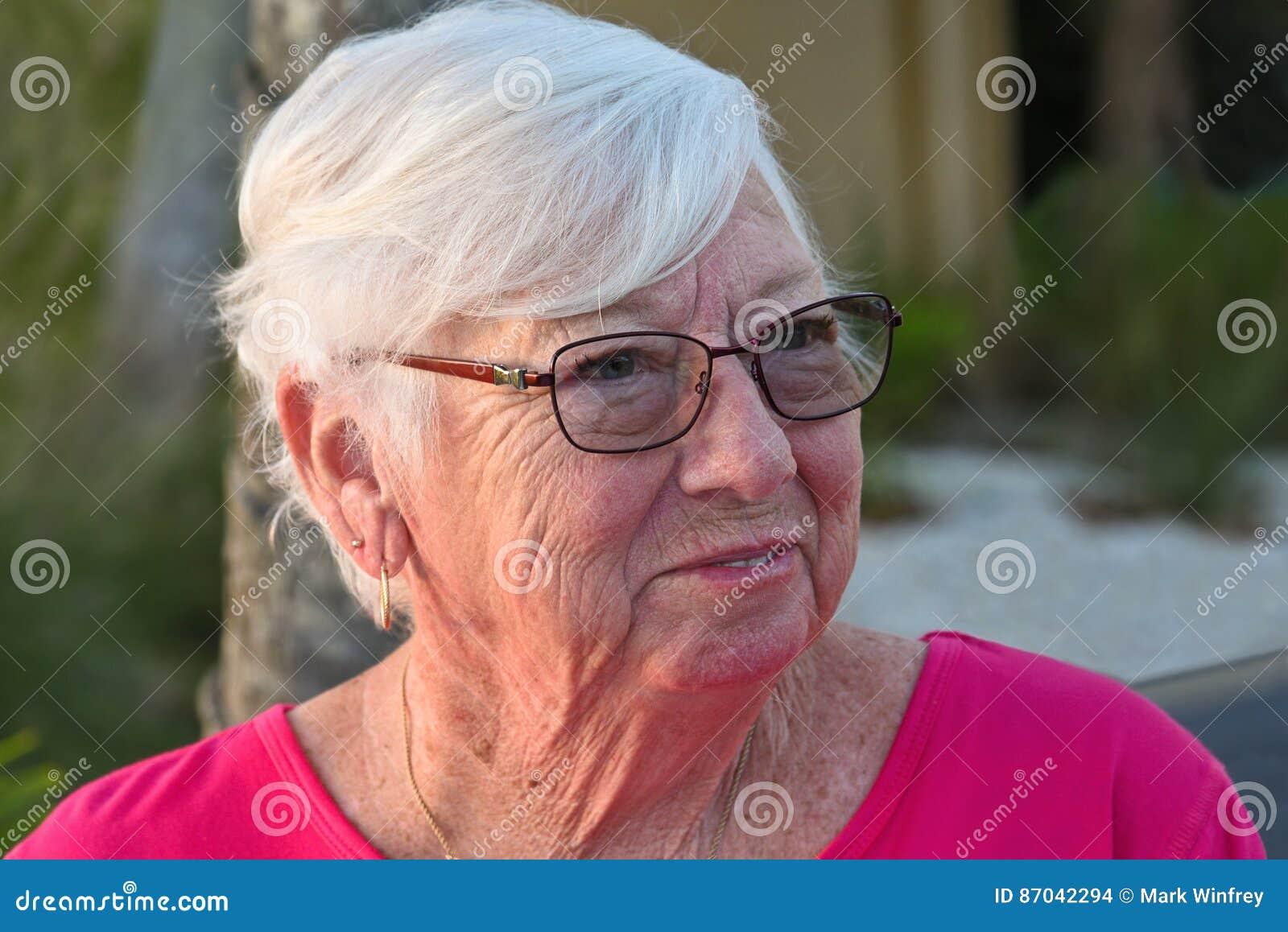ηλικιωμένη γυναίκα πορτρέ&tau