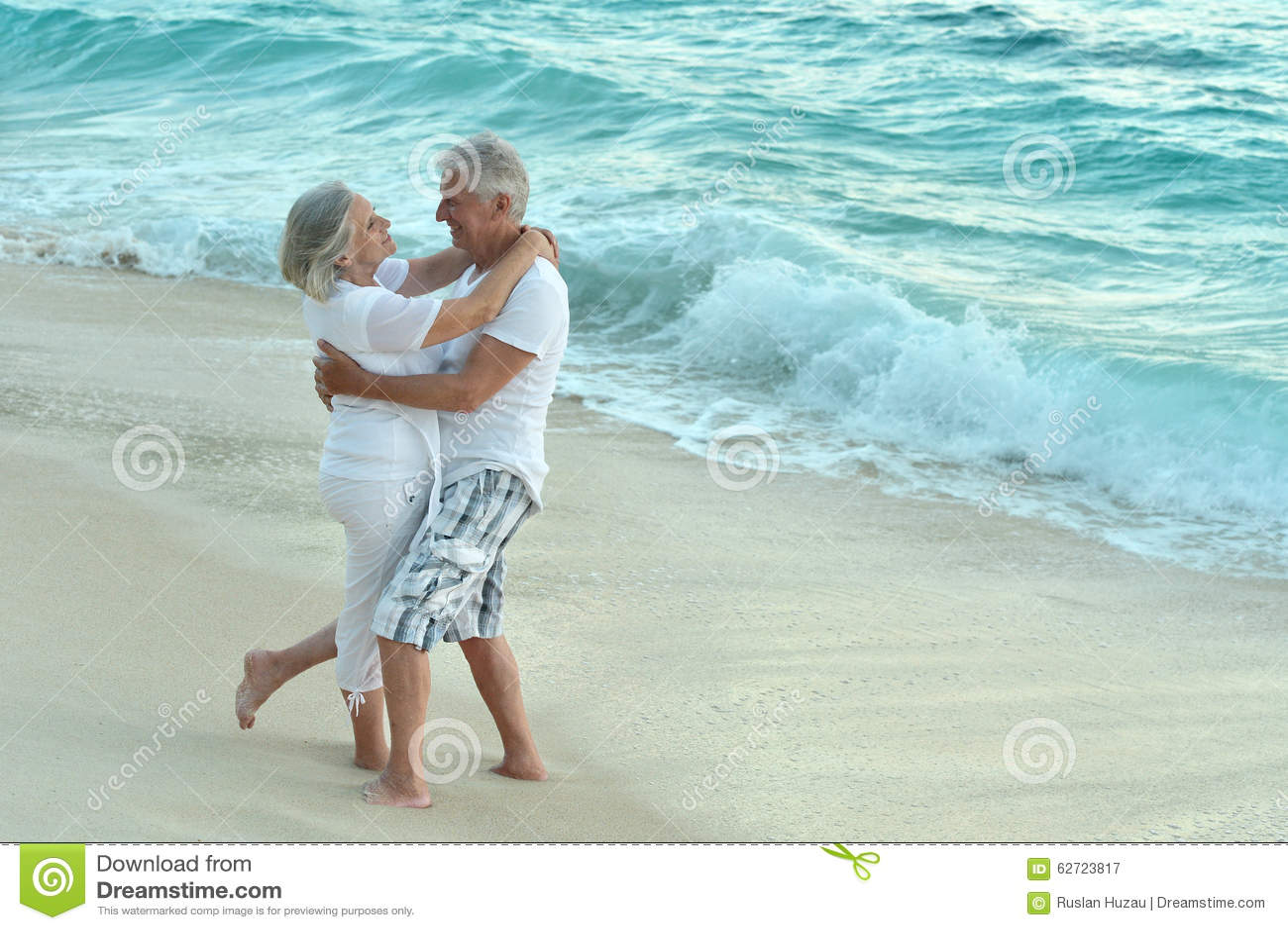 Download Ηλικιωμένο υπόλοιπο ζευγών στο τροπικό θέρετρο Στοκ Εικόνα - εικόνα από παντρεμένος, ημέρα: 62723817