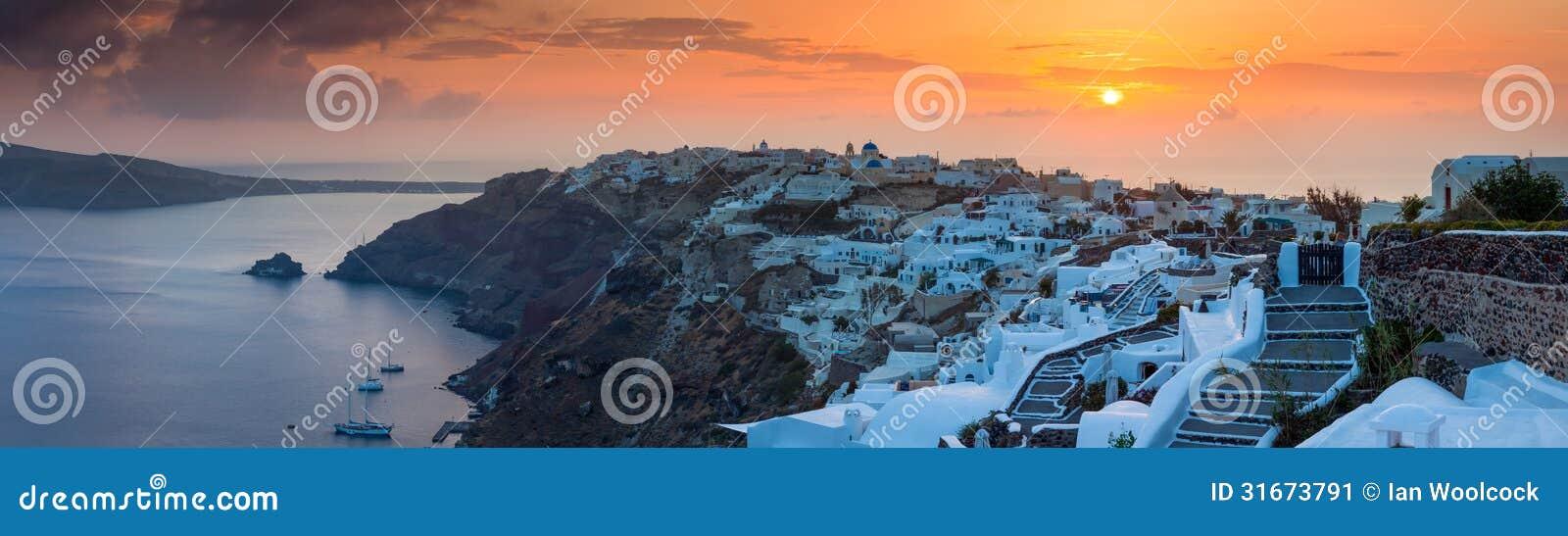 Ηλιοβασίλεμα πέρα από Oia Santorini