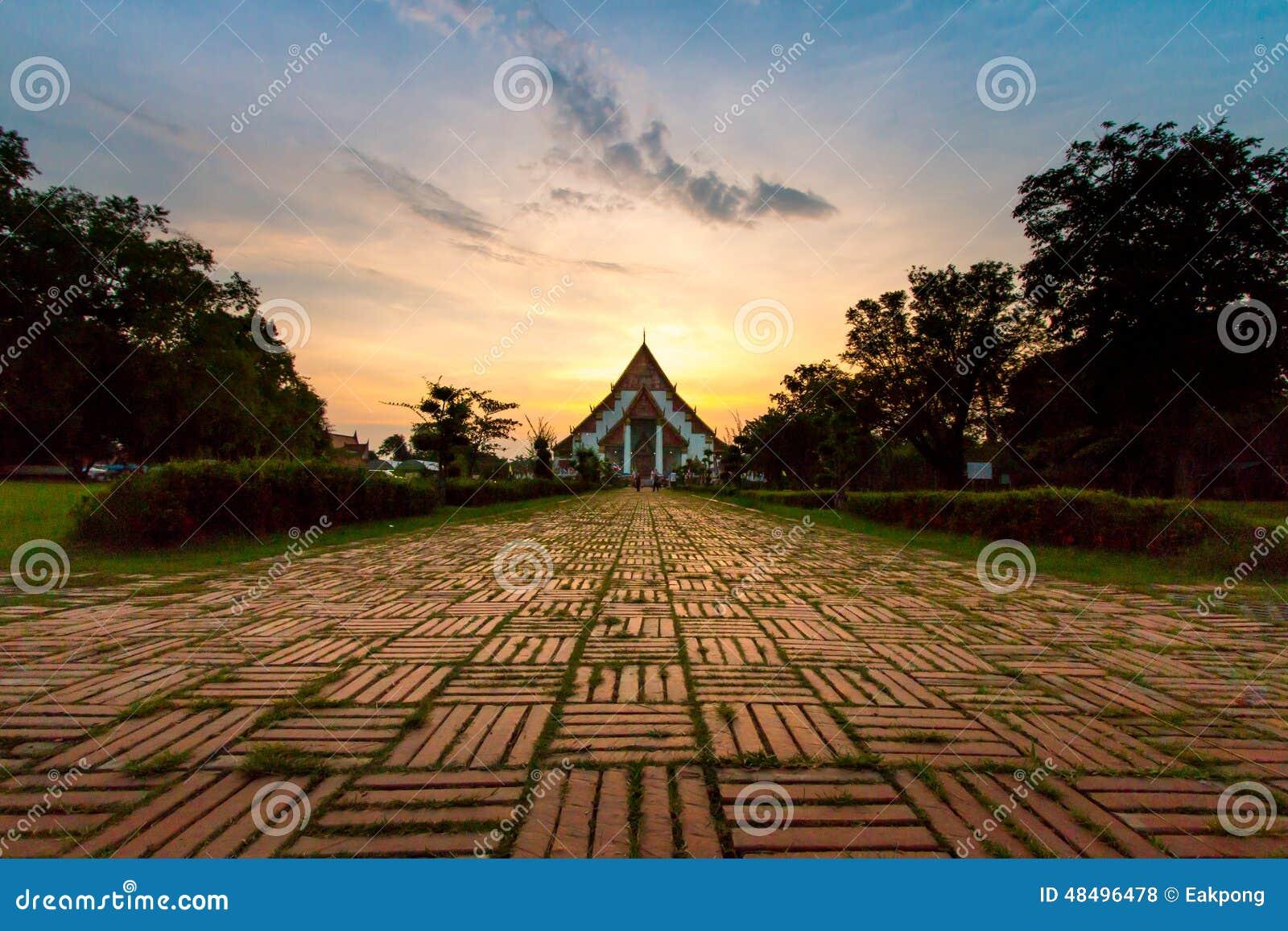 Ηλιοβασίλεμα σε Wiharn Phra Mongkol Bophit, Ayutthaya, Ταϊλάνδη