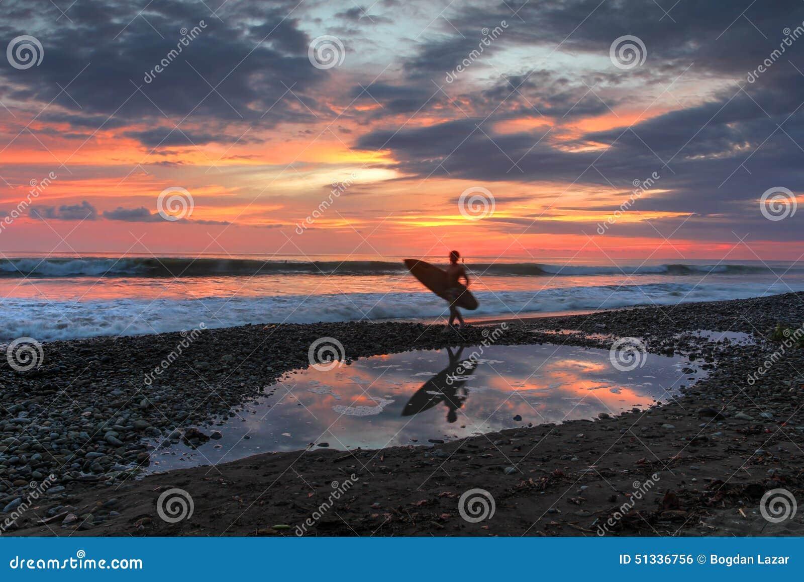 Ηλιοβασίλεμα στην κυριακή παραλία, Κόστα Ρίκα