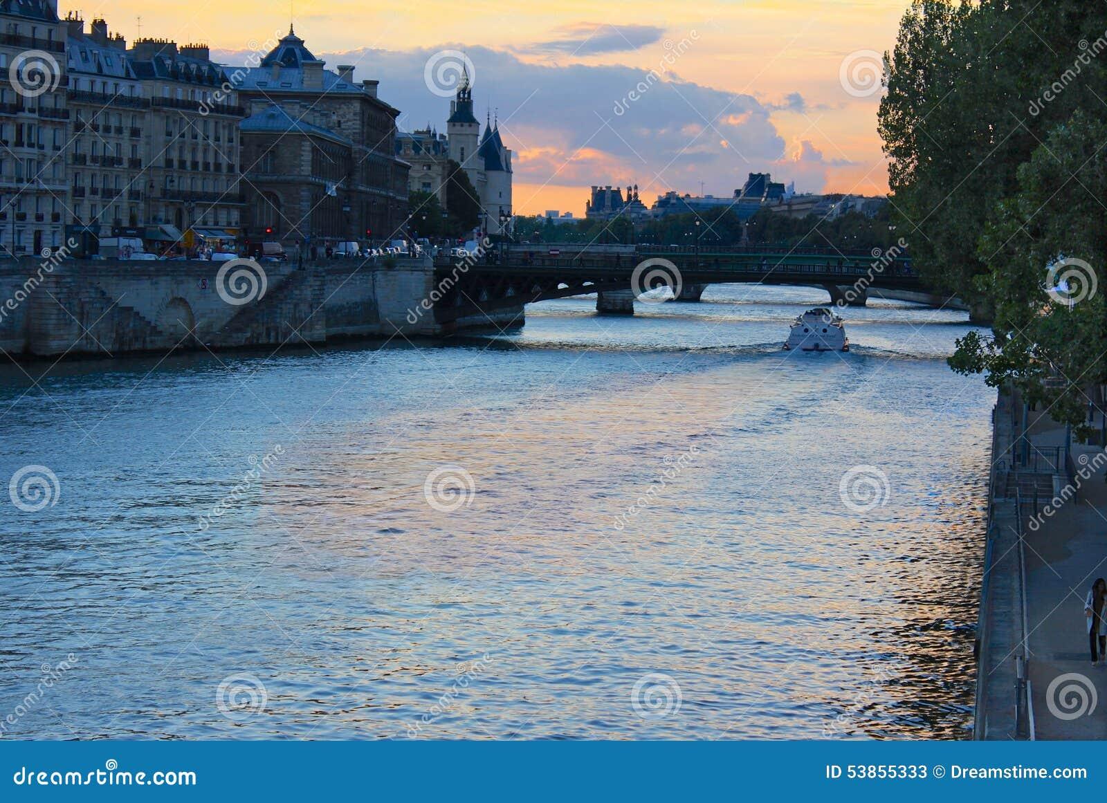 Ηλιοβασίλεμα στον ποταμό του Σηκουάνα, Παρίσι