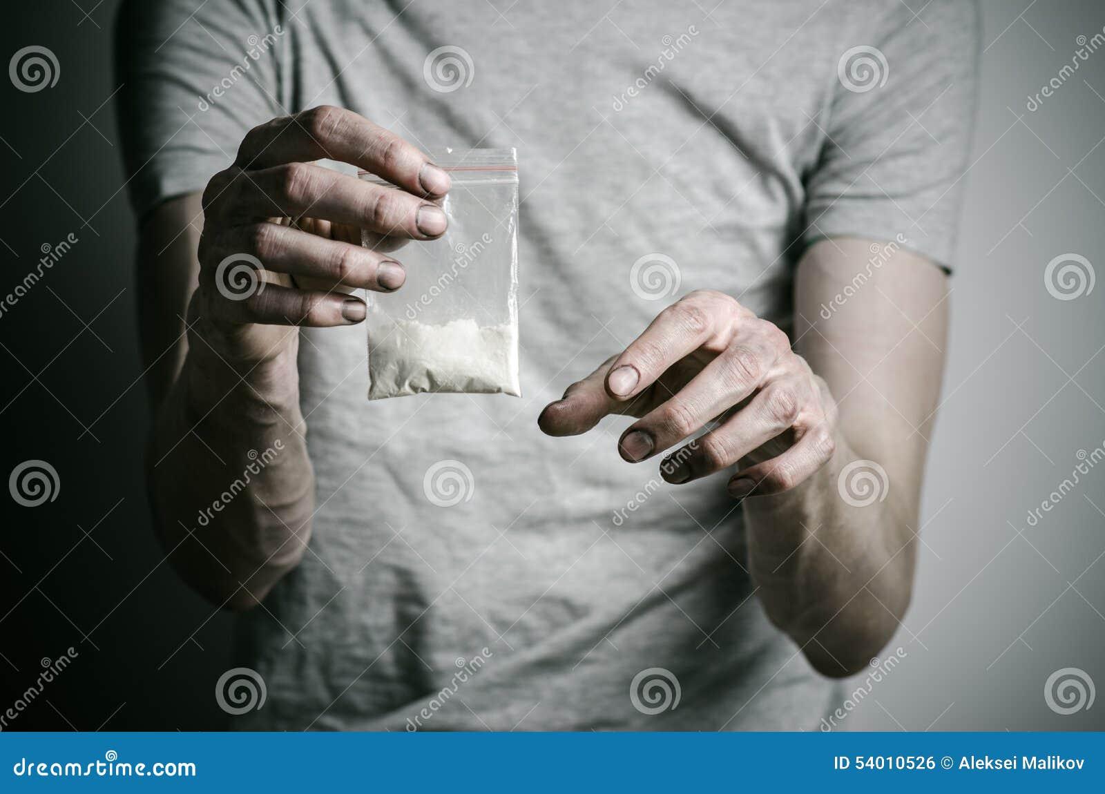 Η καταπολέμηση των ναρκωτικών και του θέματος εθισμού στα ναρκωτικά: συσκευασία εκμετάλλευσης εξαρτημένων της κοκαΐνης σε μια γκρ