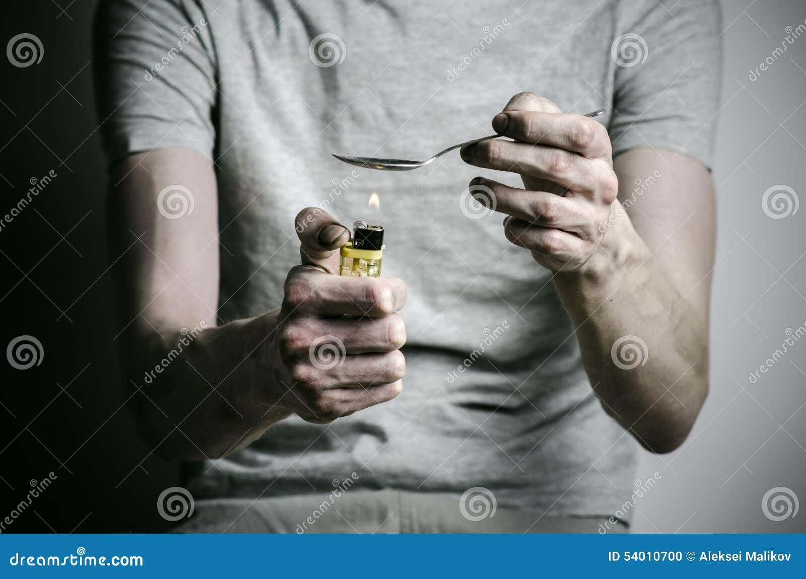 Η καταπολέμηση των ναρκωτικών και του θέματος εθισμού στα ναρκωτικά: εθίστε τον αναπτήρα και τις θερμότητες κουταλιών εκμετάλλευσ