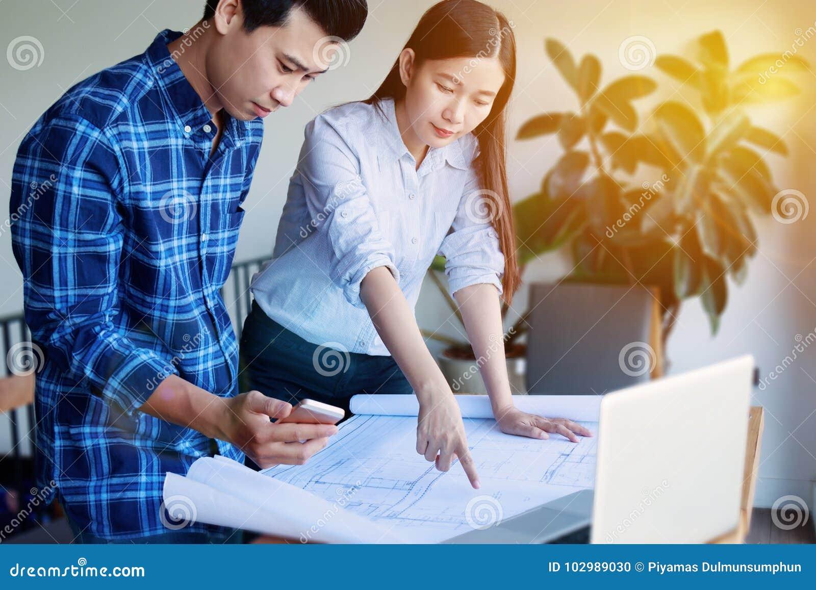 Η κατασκευή, σχεδιαστής και ανακαινίζει την έννοια - Οι αρχιτέκτονες εργάζονται