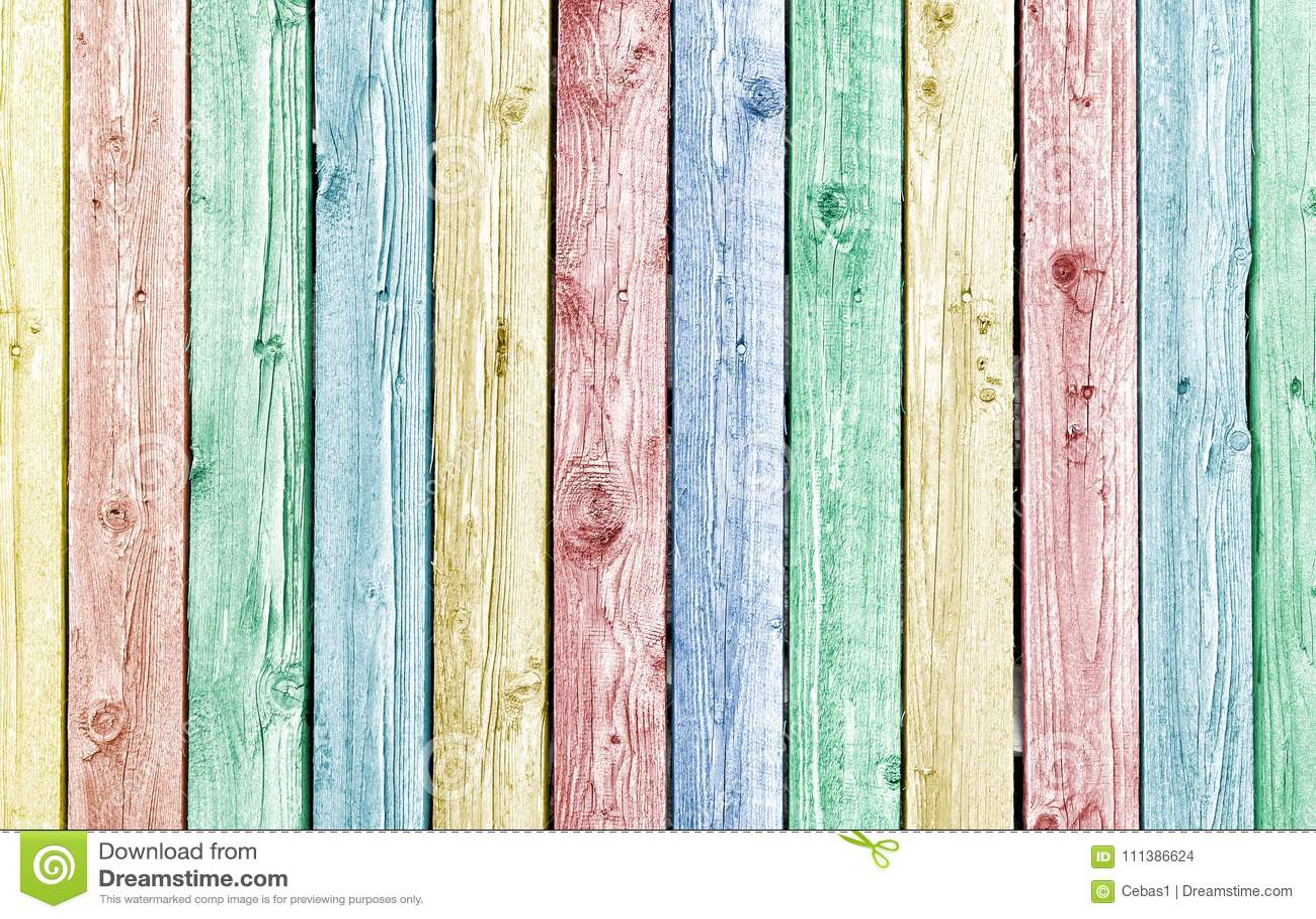 Η κρητιδογραφία χρωμάτισε τις παλαιές ξεπερασμένες ξύλινες σανίδες