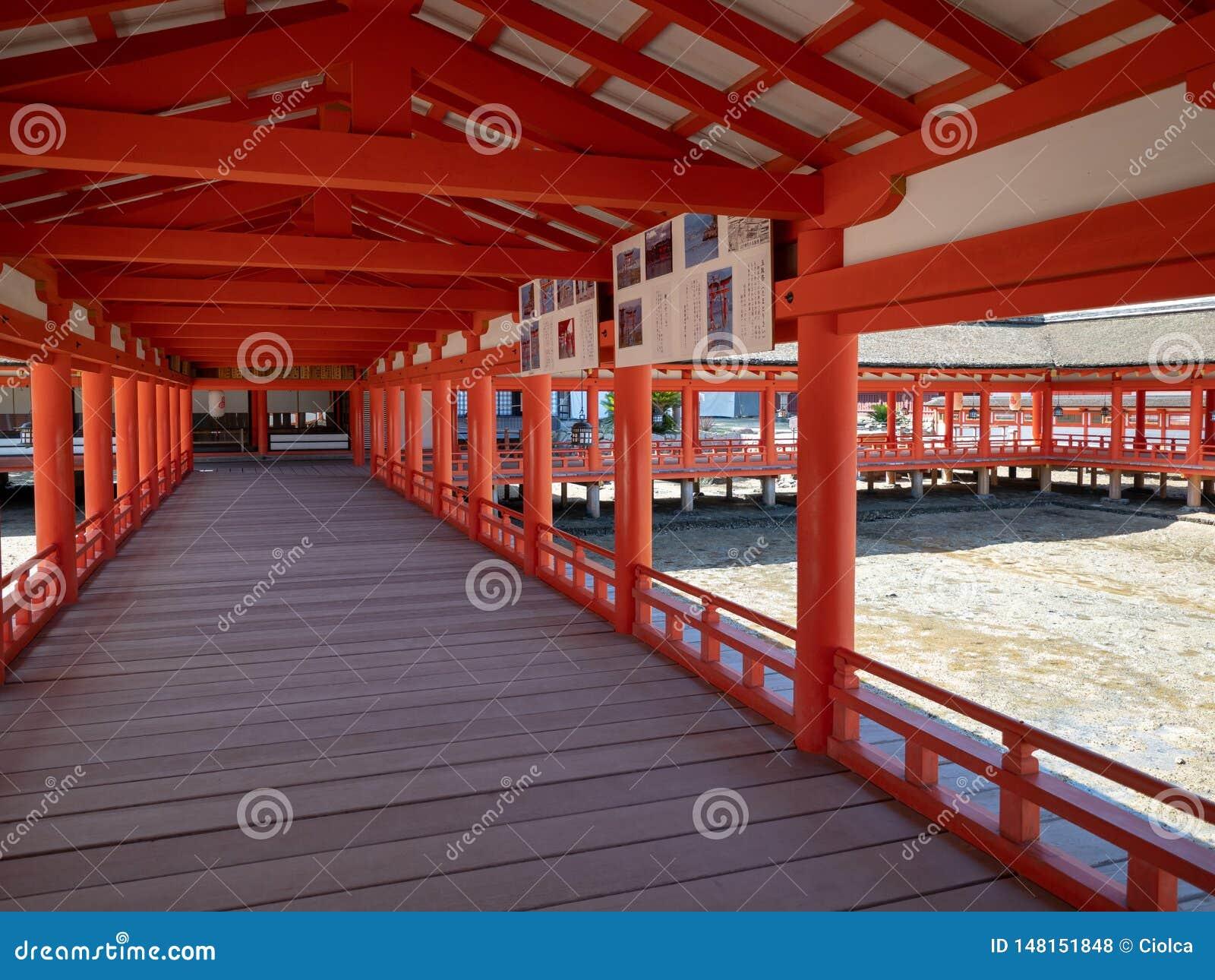 Η λάρνακα Itsukushima, Ιαπωνία