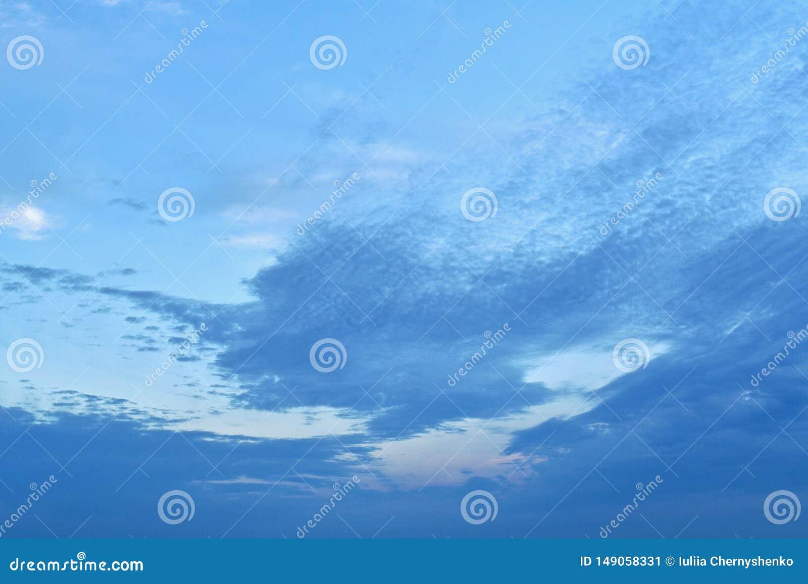 Η μεγαλύτερη μέρος της ανώτερης αριστερής γωνίας firmament, καθαρός, απαλλαγμένο από τα σύννεφα