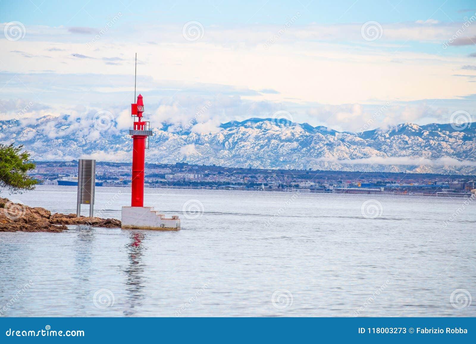 Η μετάβαση Mala Proversa μεταξύ Dugi Otok και των Kornati νησιών Kornati νησιών/κόκκινων της Κροατίας φάρων