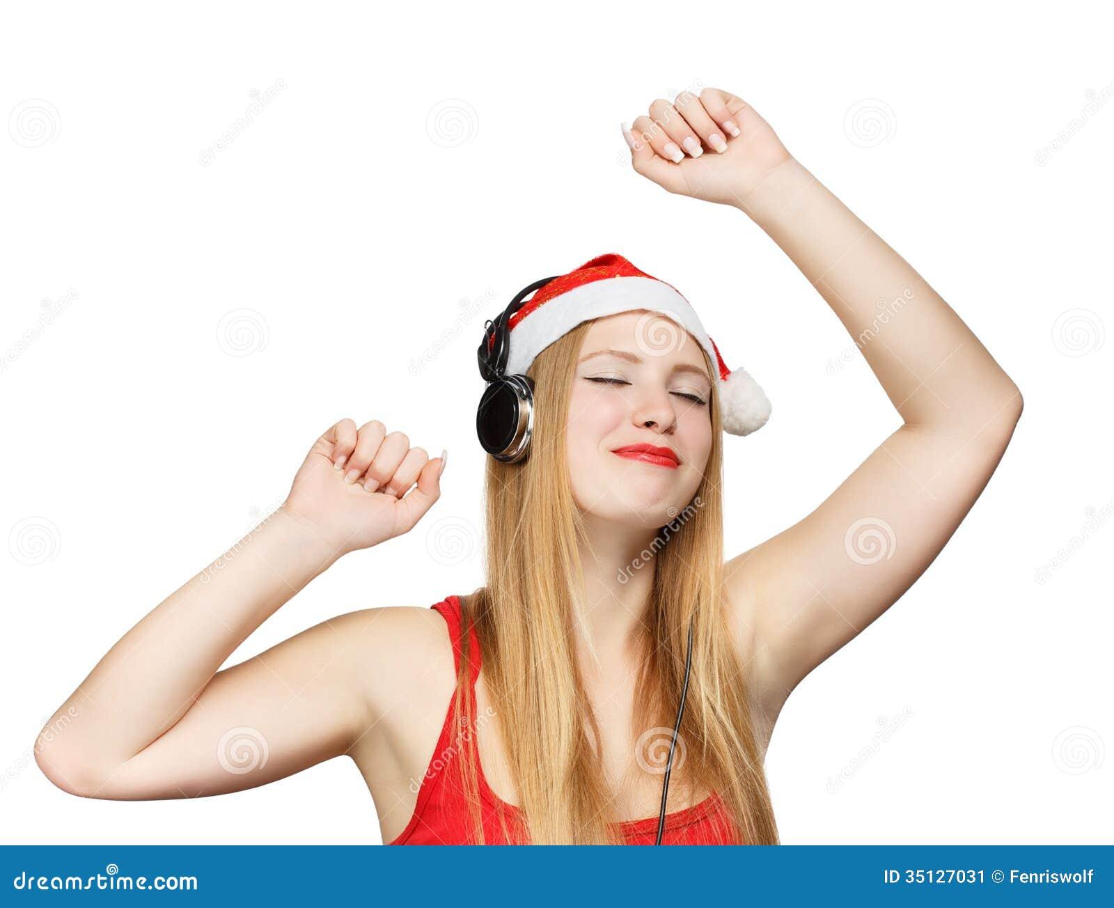 Η νέα γυναίκα στο καπέλο Άγιου Βασίλη και τα ακουστικά παίρνουν την ευχαρίστηση από