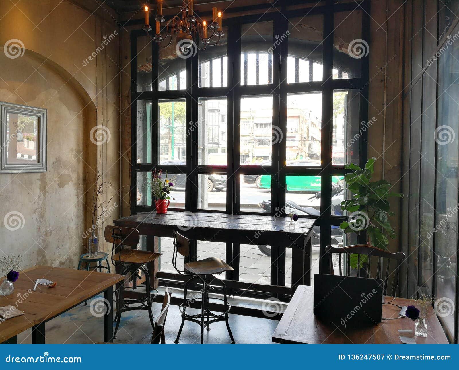 Η Νίκαια και η άνετη καφετερία είναι τέλειες για την ψύχρα έξω ή εργαζόμενος έξω