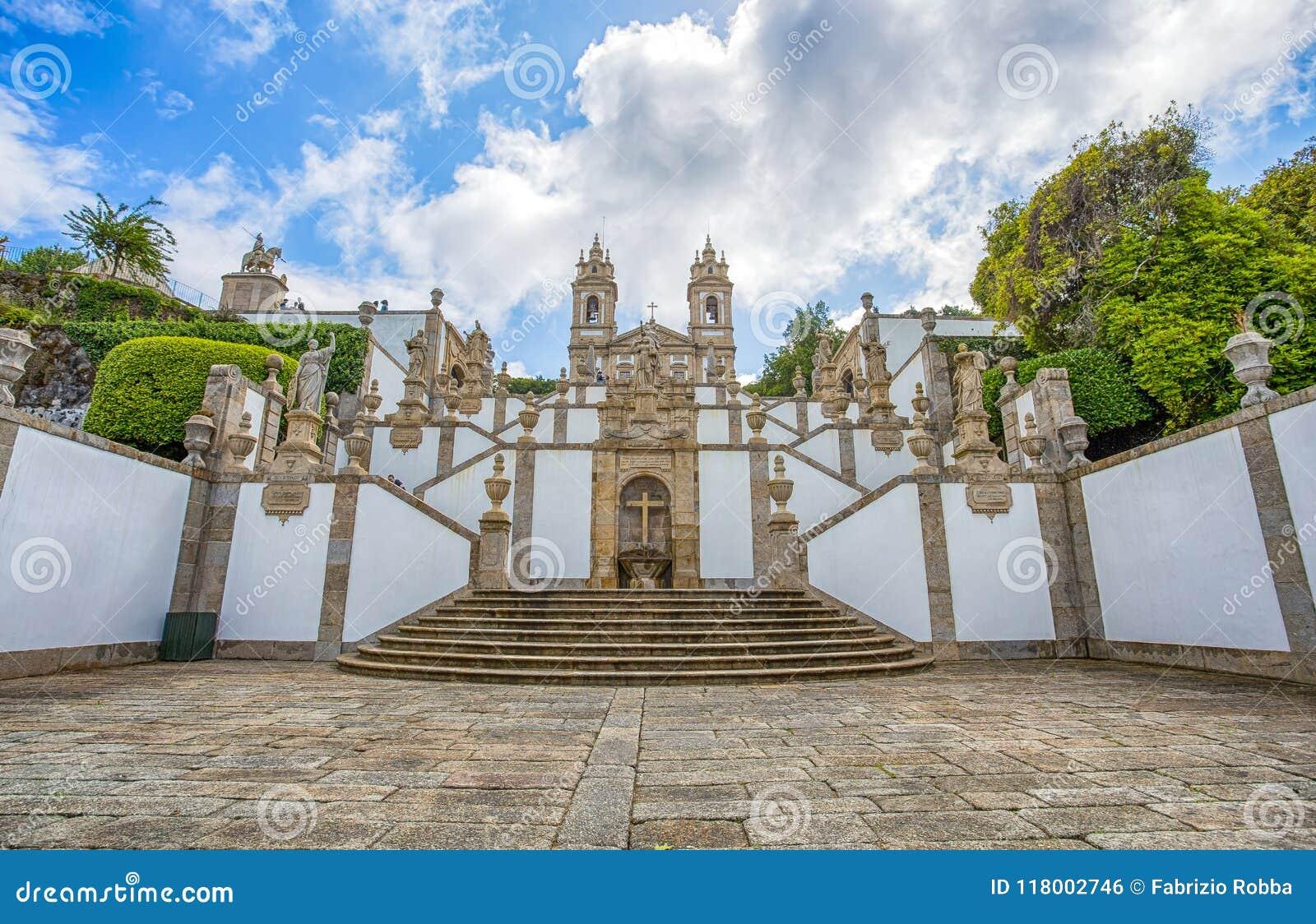 Η νεοκλασσική βασιλική Bom Ιησούς do Monte/της θρησκείας faithfuls/Braga Πορτογαλία εκκλησιών