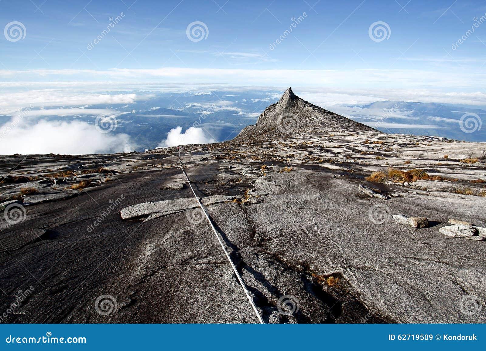 Η νότια αιχμή (3,922m), τοποθετεί Kinabalu Sabah Μπόρνεο
