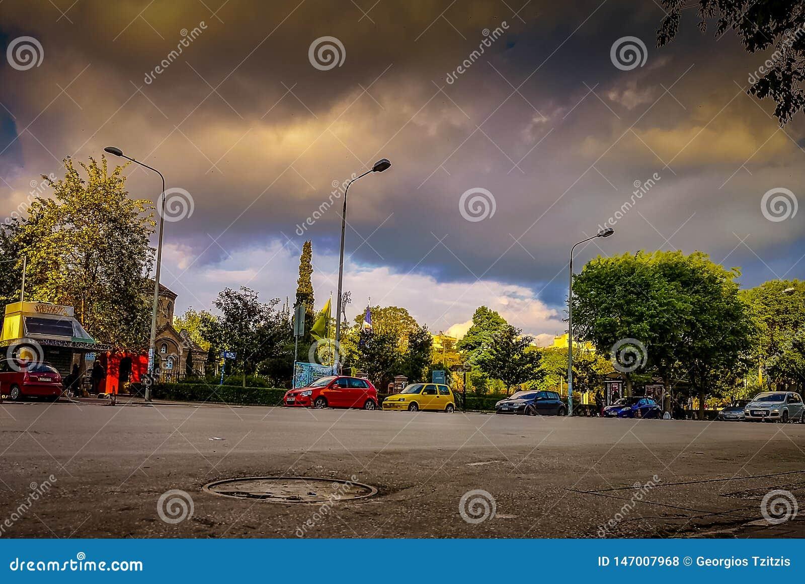 Η οδός Aristotelous ο διασημότερος της πόλης και του τετραγώνου η πιό συνηθισμένη συνεδρίαση δείχνει για να αρχίσει έναν περίπατο
