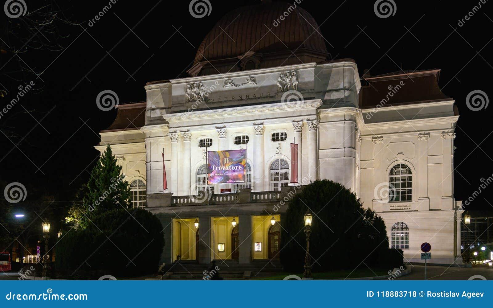 Η οικοδόμηση της Όπερας grazer τη νύχτα, Γκραζ, Αυστρία