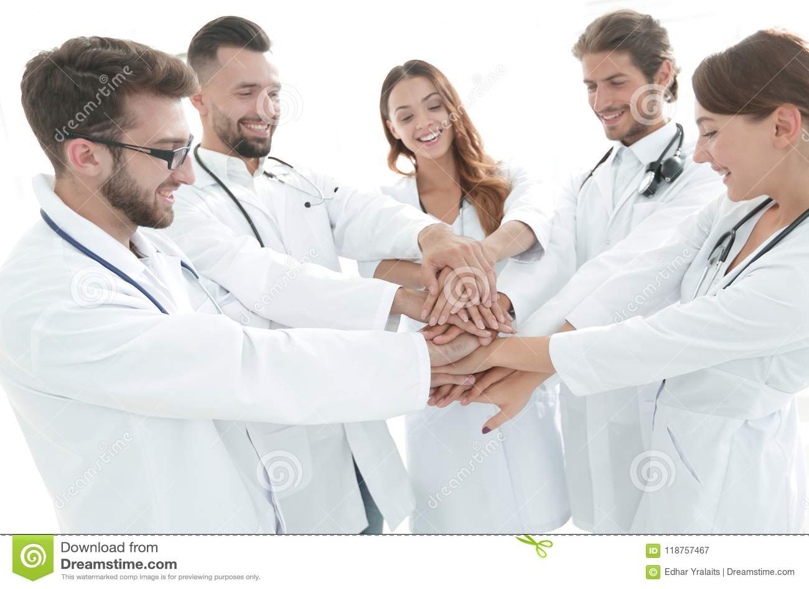 Η ομάδα ιατρικών οικότροφων παρουσιάζει ενότητά τους