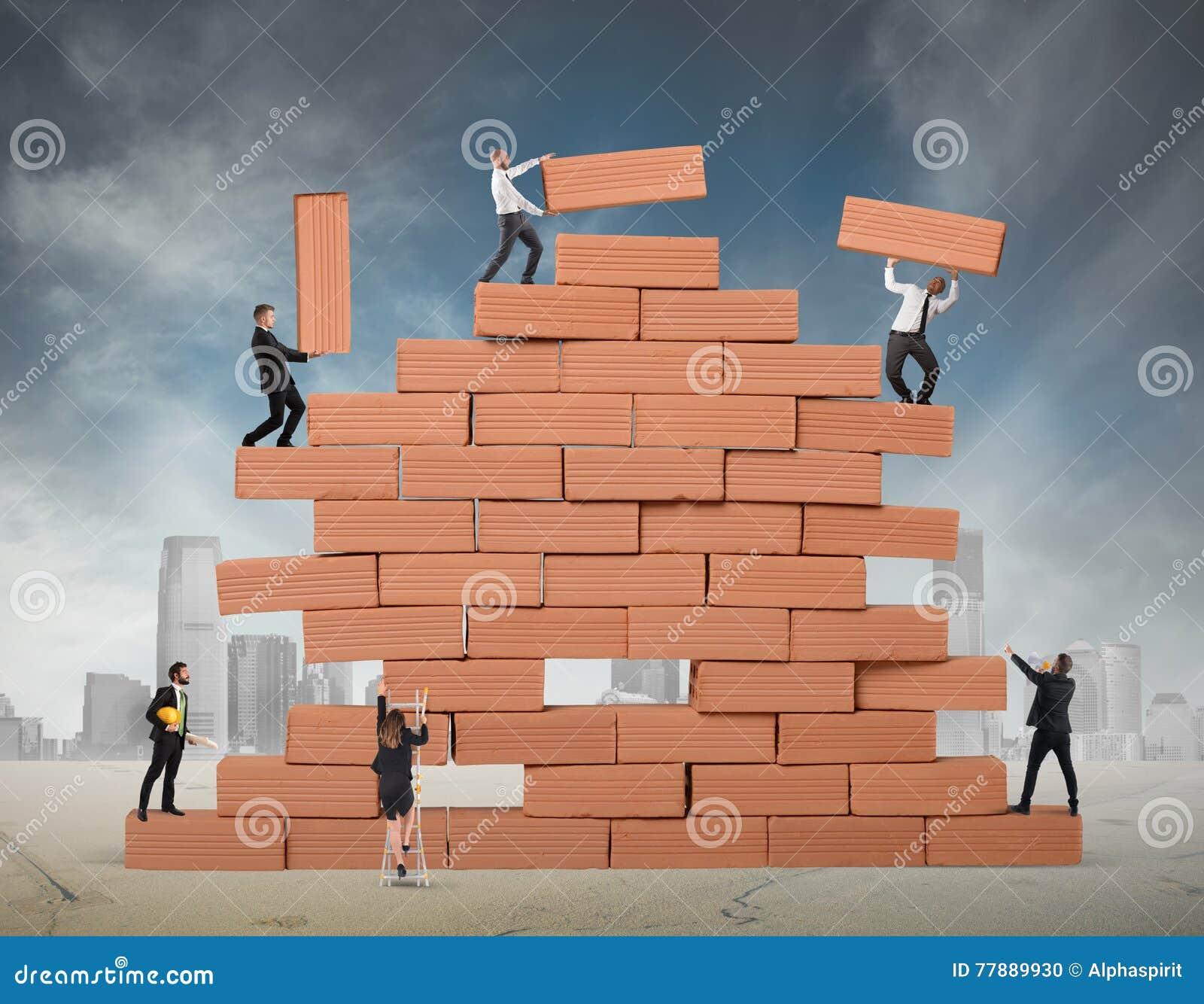 Η ομαδική εργασία χτίζει μια νέα επιχείρηση