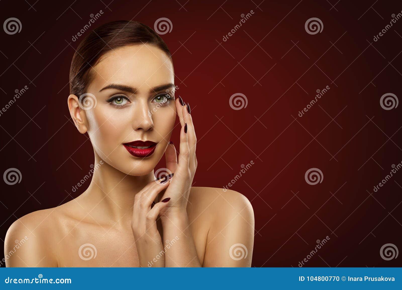 Η ομορφιά Makeup, πρότυπα σκούρο κόκκινο καρφιά γυναικών μόδας και αποτελεί