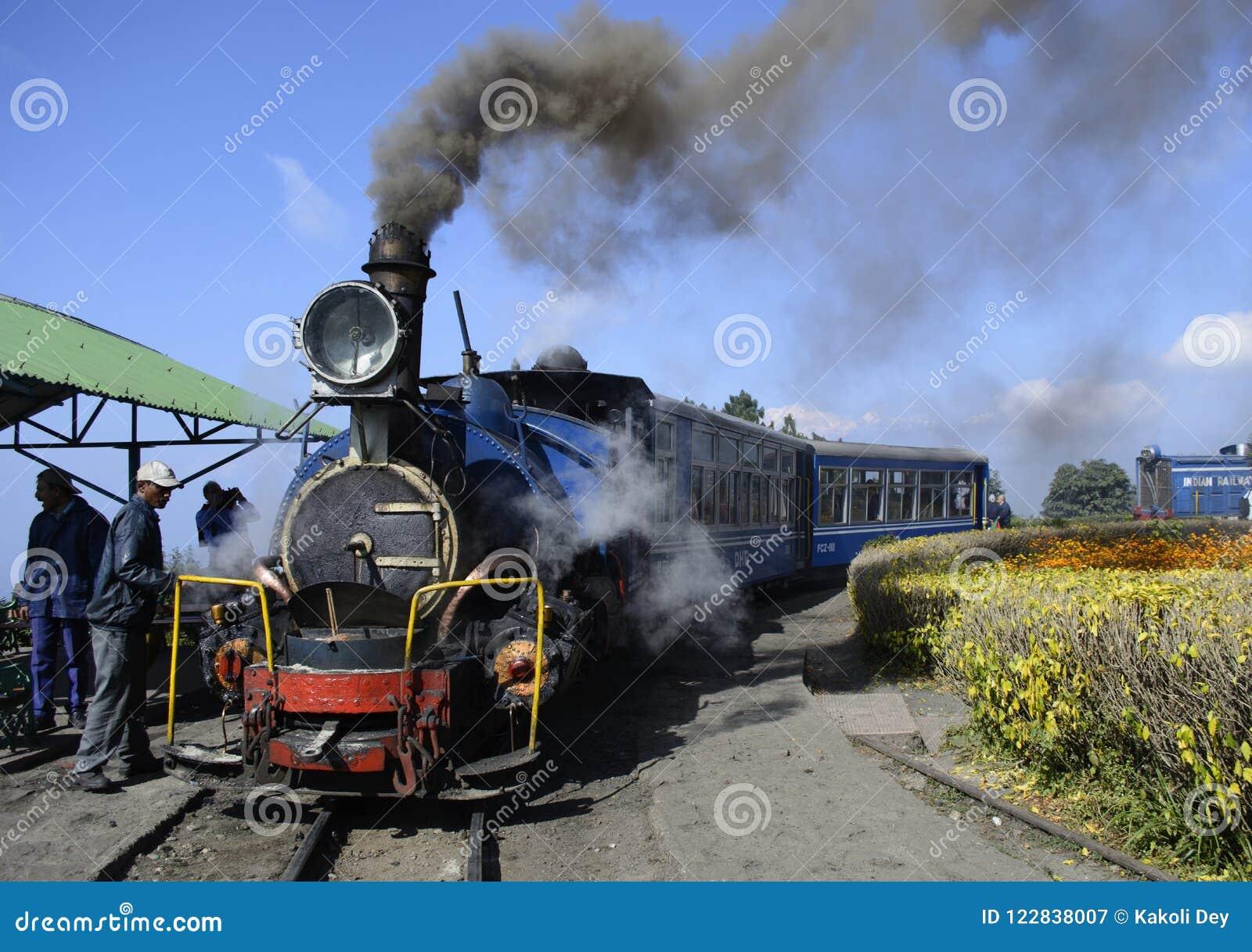 Η ΟΥΝΕΣΚΟ διατήρησε το darjeeling σιδηρόδρομο ή την ατμομηχανή κληρονομιάς chuggs μέσω του Ιμαλαίαυ