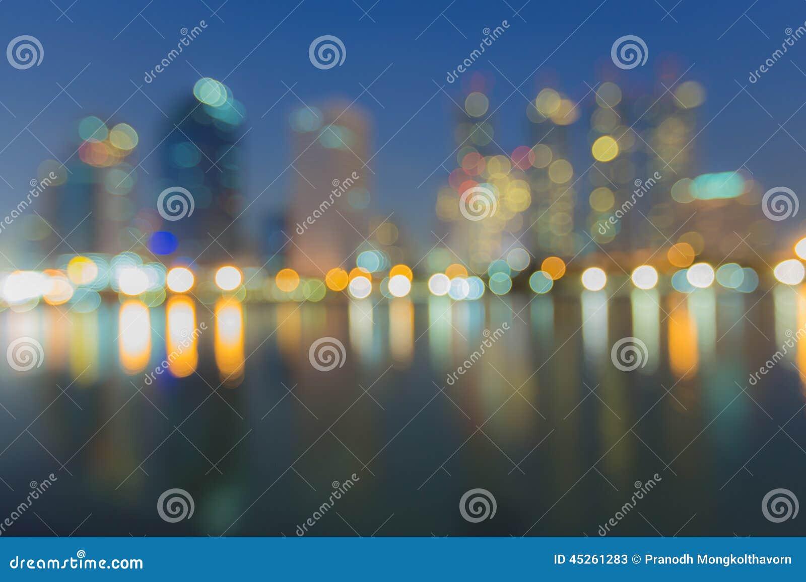 Η περίληψη, ελαφριά θαμπάδα εικονικής παράστασης πόλης νύχτας bokeh, το υπόβαθρο