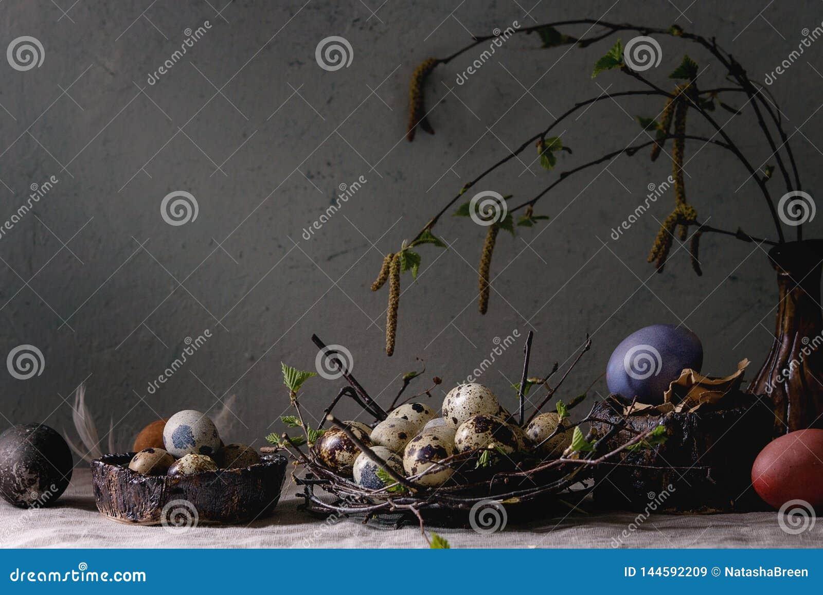 Αυγά Πάσχας ορτυκιών στη φωλιά