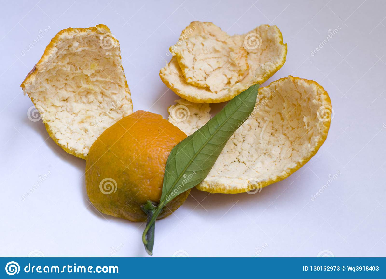 Η πορτοκαλιά φλούδα μπορεί να χρησιμοποιηθεί ως ιατρική μετά από να ξεράνει Είναι ένα κοινό και σημαντικό κινεζικό συστατικό ιατρ