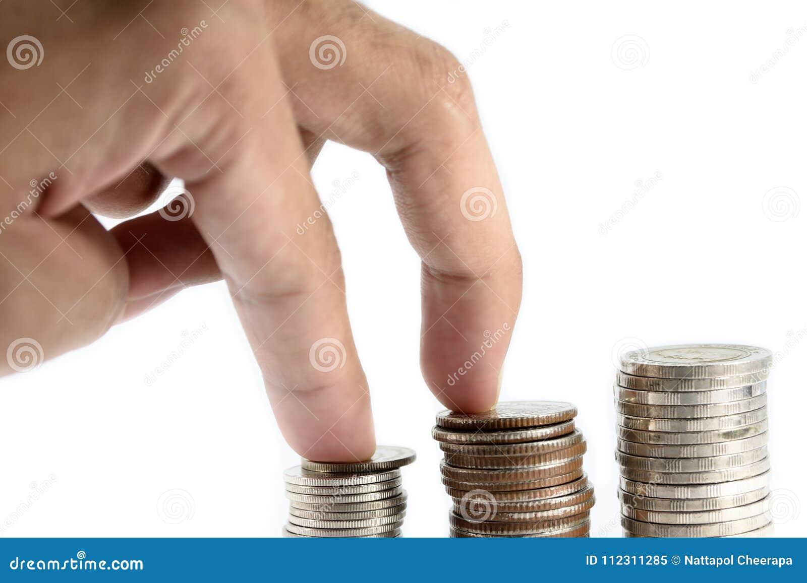 Η πράξη δάχτυλων περπατούσε το steadity στην ασημένια κόλλα νομισμάτων είναι στη γραμμή ως πειθαρχία