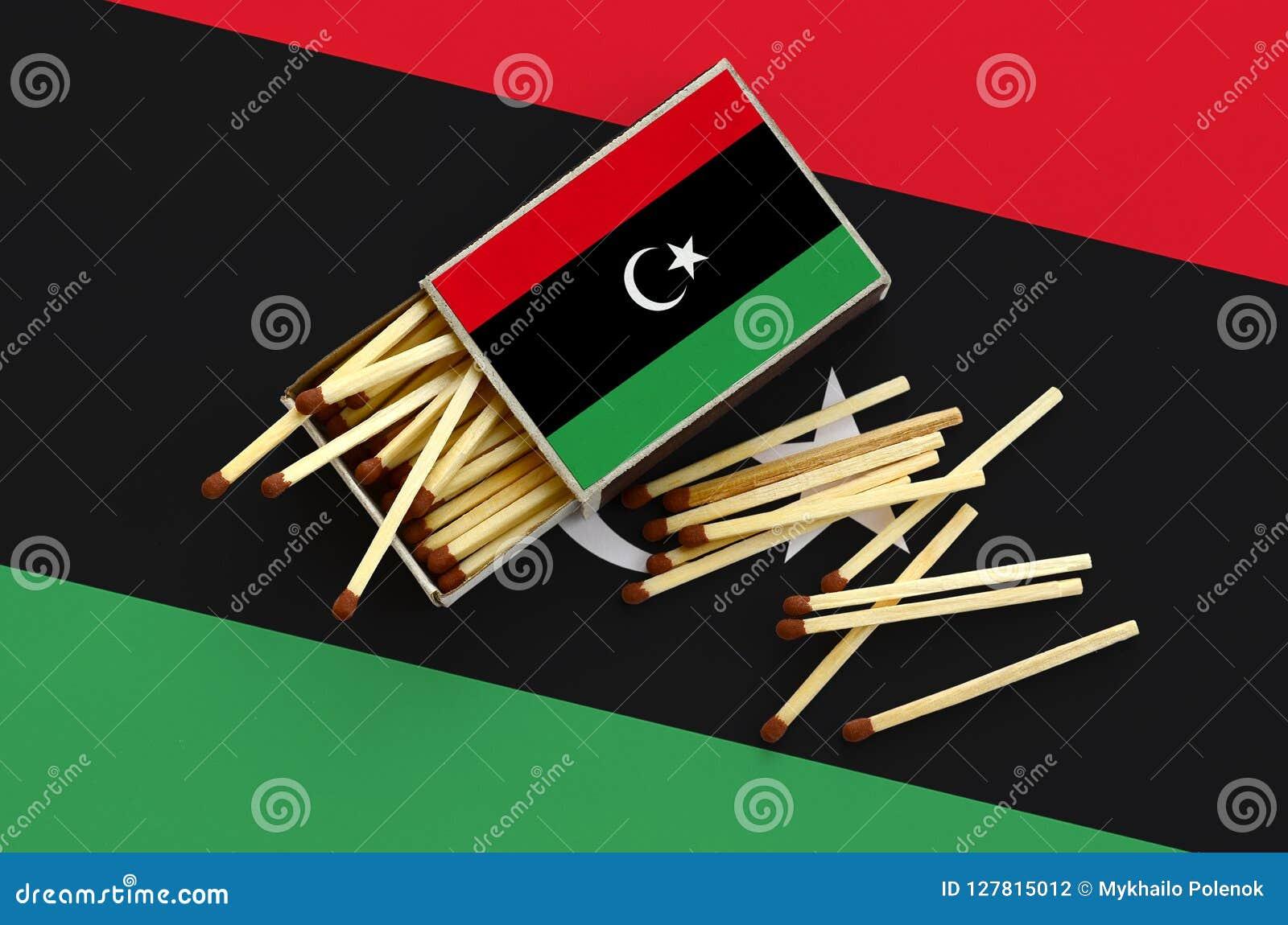 Η σημαία της Λιβύης παρουσιάζεται σε ένα ανοικτό σπιρτόκουτο, από το οποίο διάφορες αντιστοιχίες αφορούν και βρίσκονται μια μεγάλ