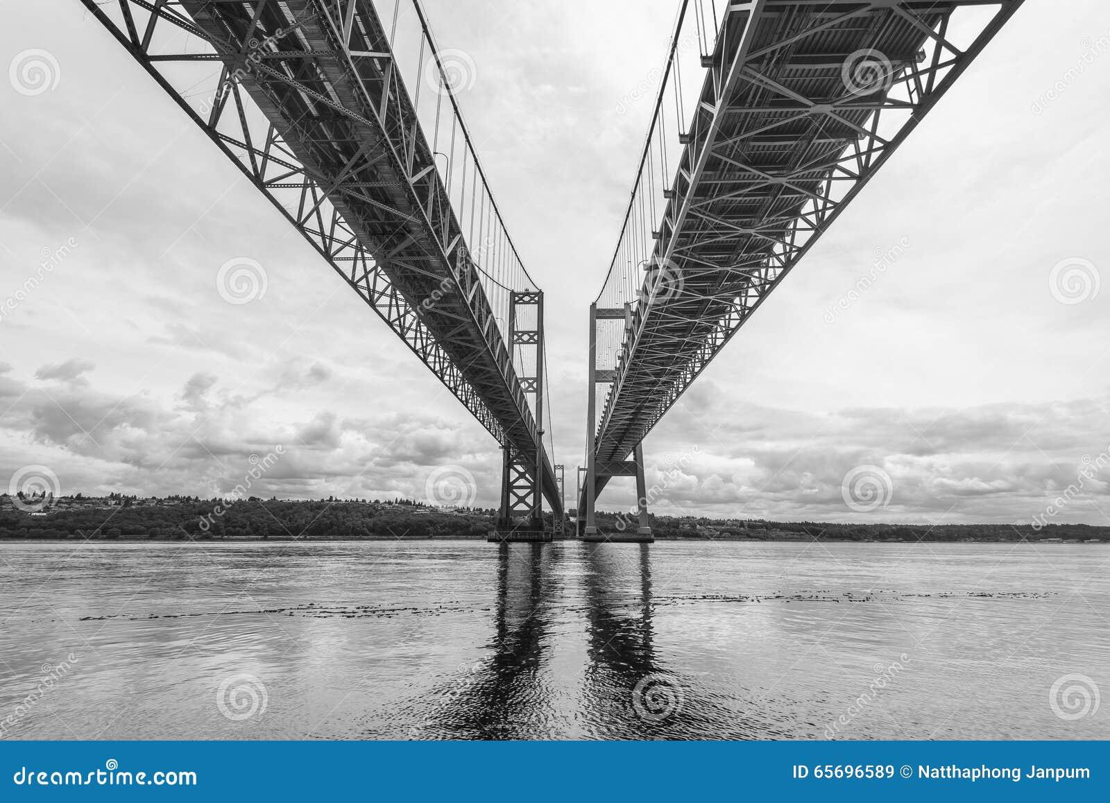 Η σκηνή στενεύει τη γέφυρα χάλυβα στο Τακόμα, Ουάσιγκτον, ΗΠΑ