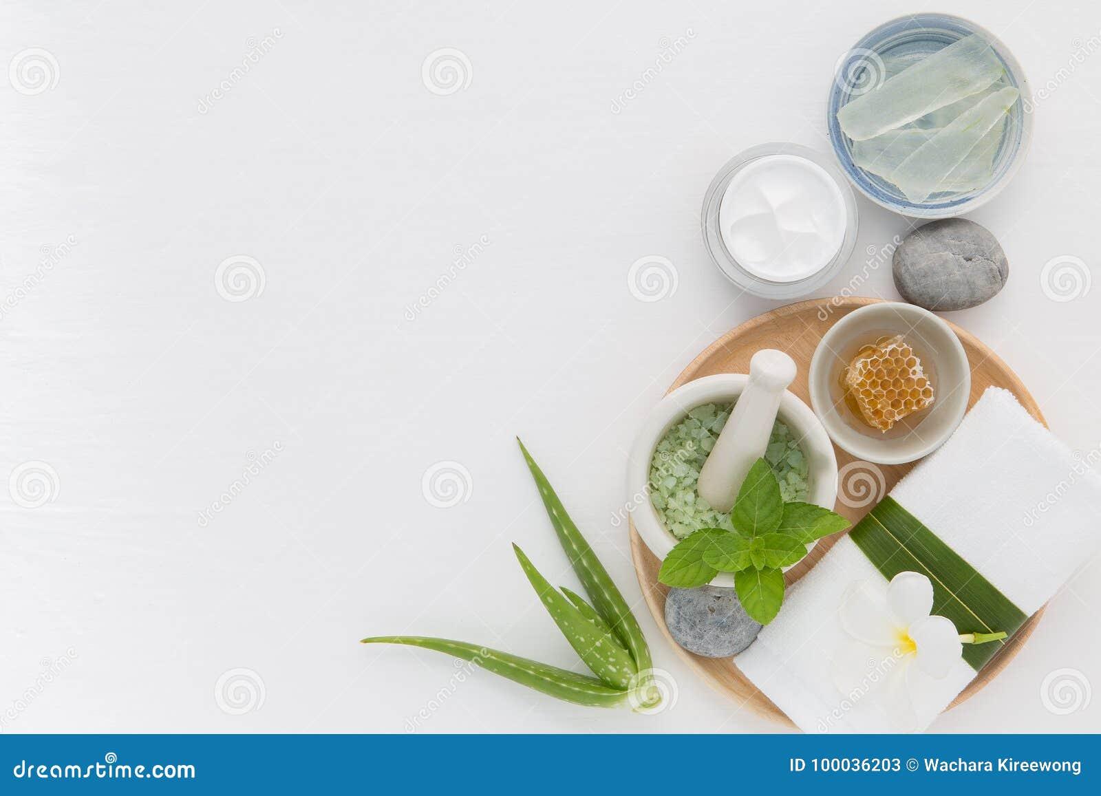 Η σπιτική φροντίδα δέρματος και το σώμα τρίβουν με το φυσικό μέλι συστατικών