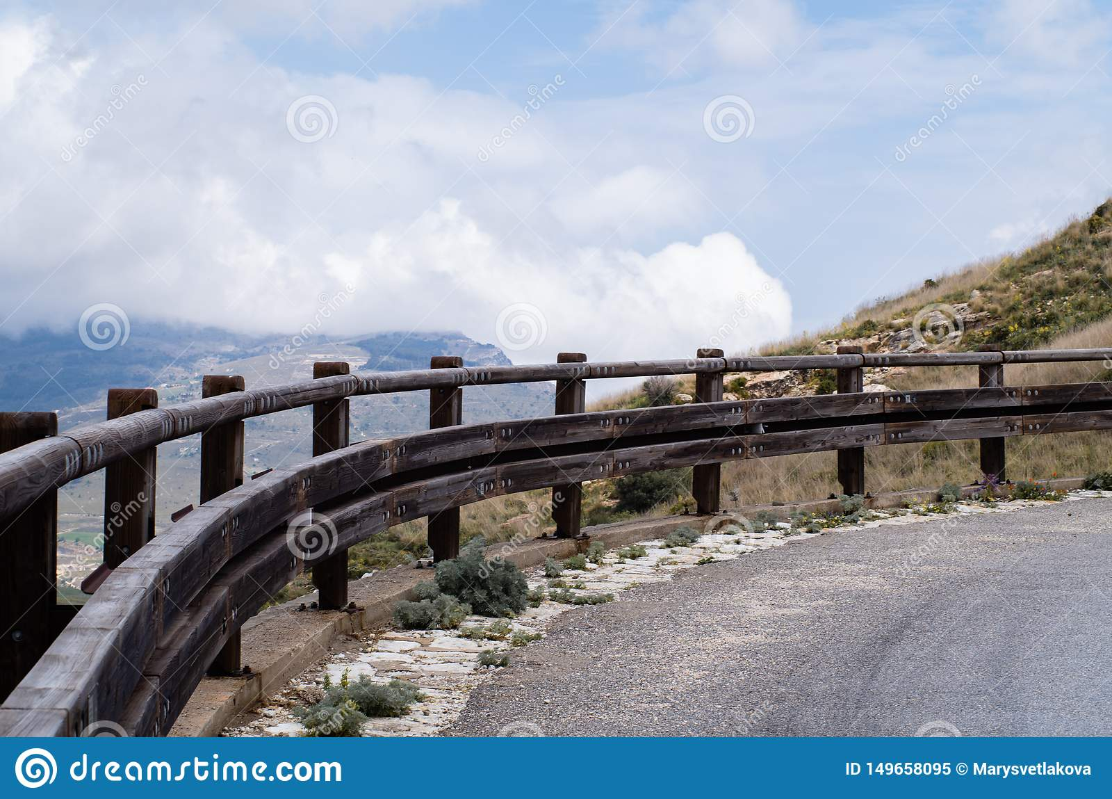 Η στροφή του δρόμου στα βουνά