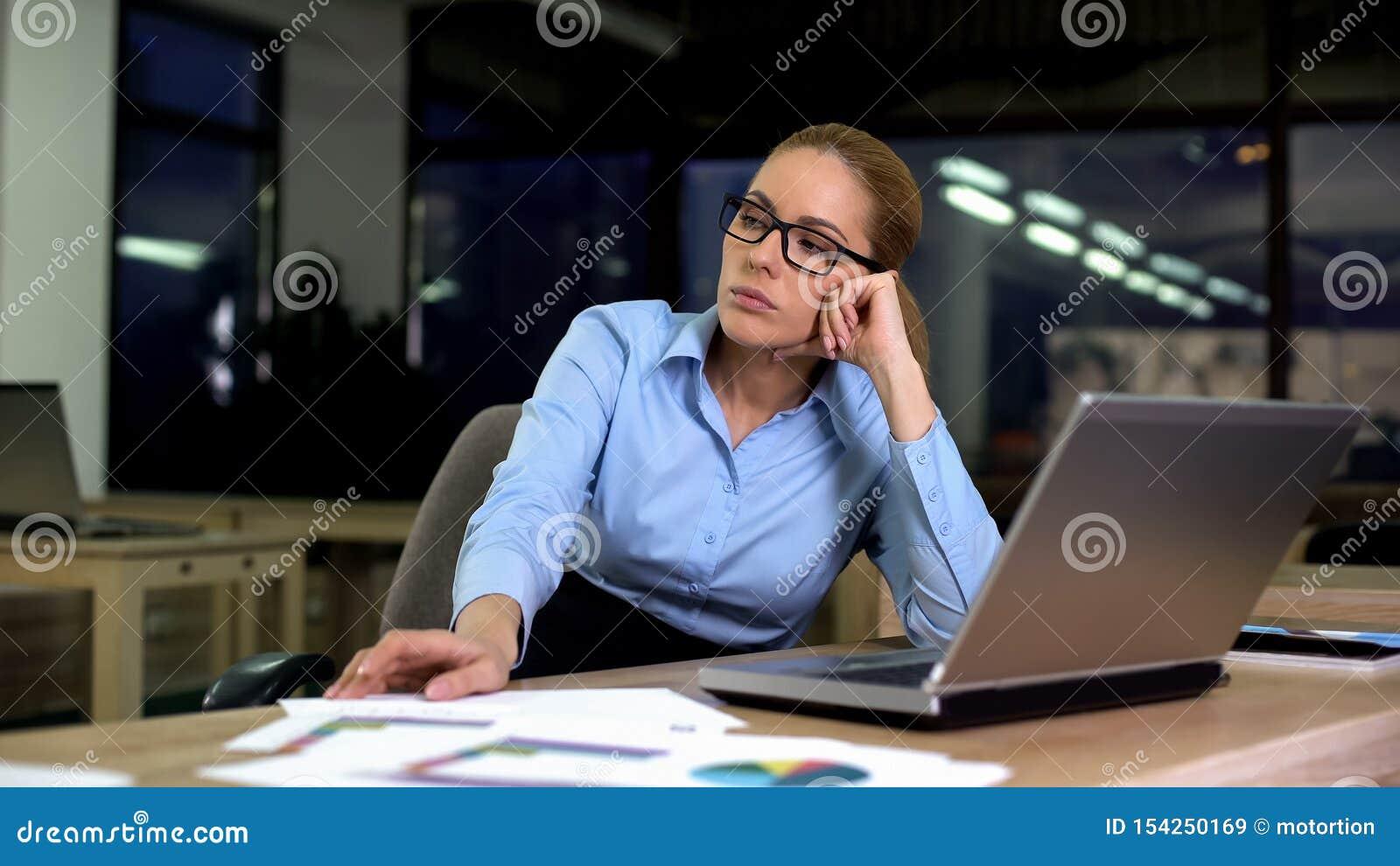 Η συνεδρίαση γυναικών ανέτρεψε την απέχθεια της εργασίας απασχομένος στη βραδινή βάρδια στην αρχή, υπερωρίες