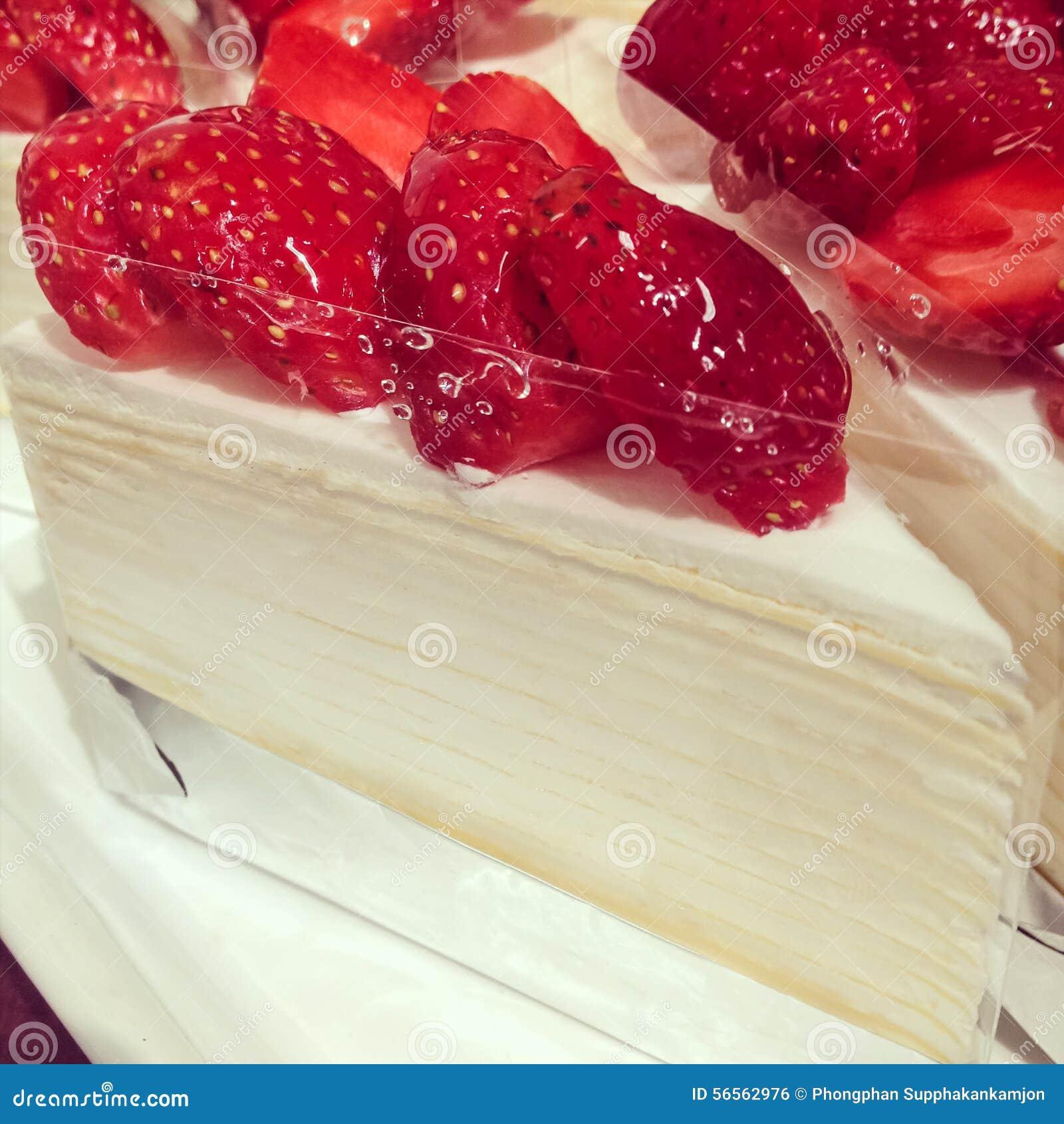 Download Η φράουλα crepe το κέικ στοκ εικόνες. εικόνα από crepes - 56562976