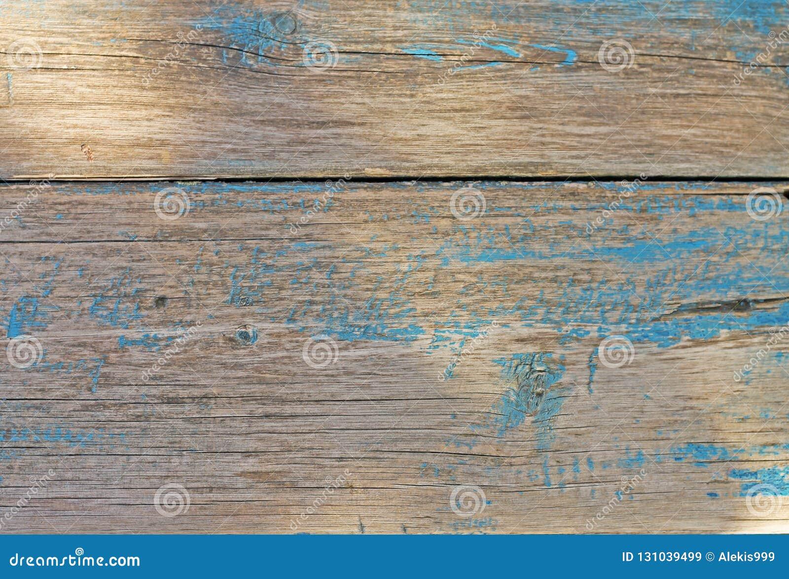Η φυσική σύσταση του ξύλου χρωμάτισε το χρώμα