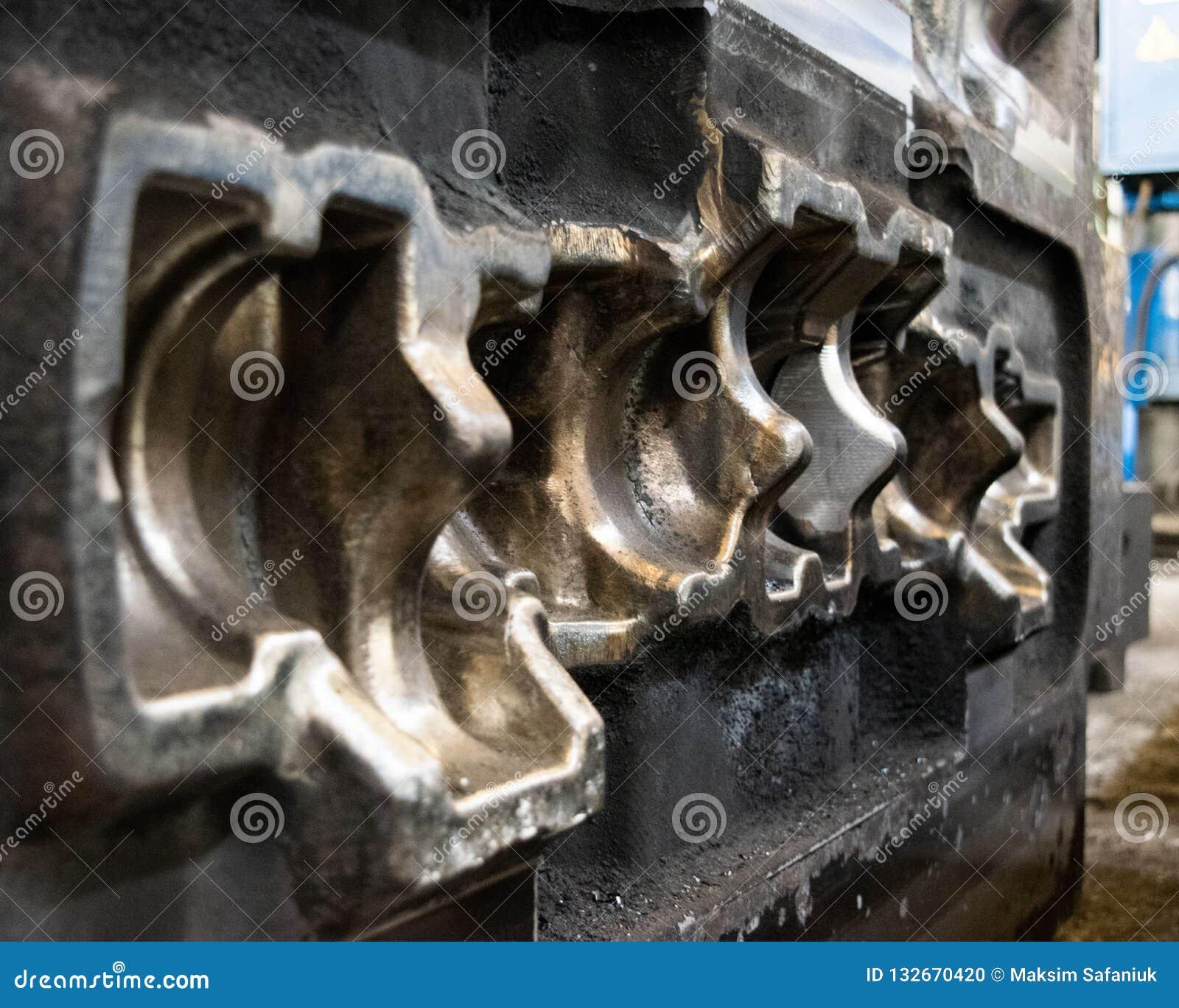 Η φόρμα κύβων υψηλής ακρίβειας για τη ρίψη των αυτοκίνητων μερών αλουμινίου κάνει με το χάλυβα μετάλλων σιδήρου από τη διάτρηση ά