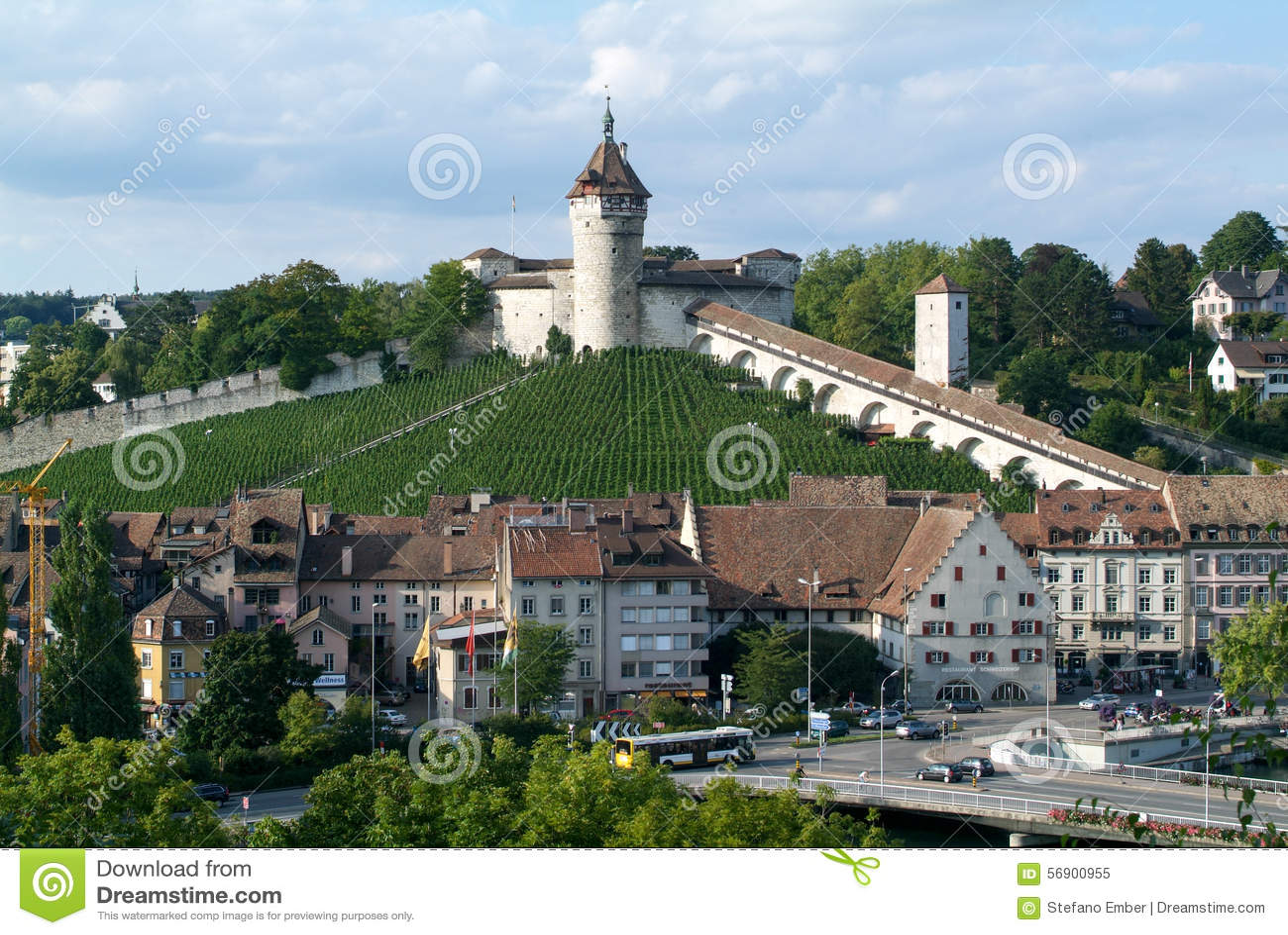 Η όμορφη μεσαιωνική πόλη Schaffhausen με Munot fortless