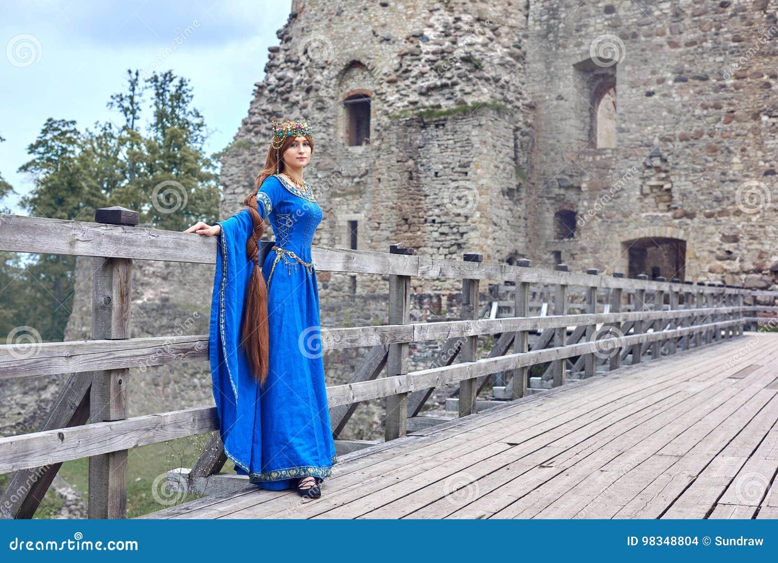 Η όμορφη Eleanor Aquitaine, της δούκισσας και της βασίλισσας της Αγγλίας και της Γαλλίας στους υψηλούς Μεσαίωνες