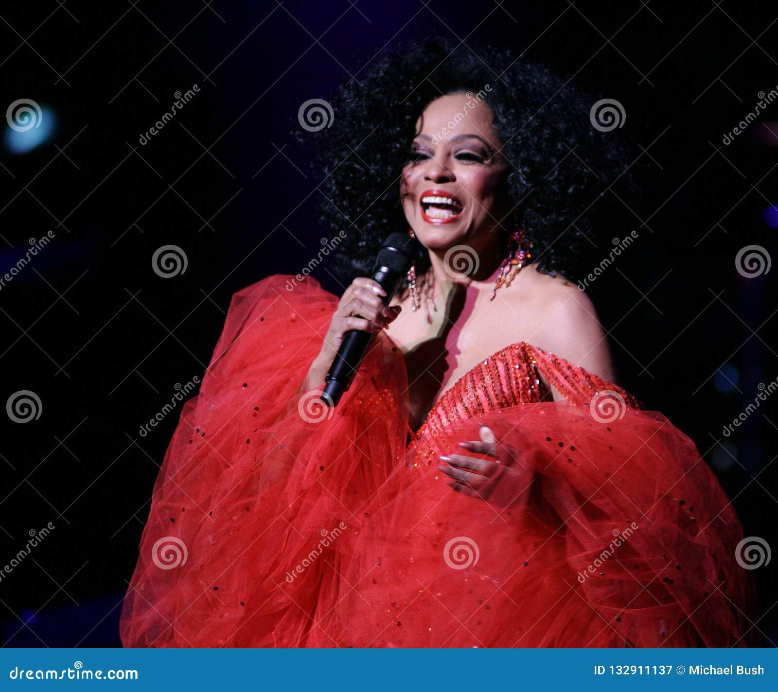 Η Diana Ross αποδίδει στη συναυλία