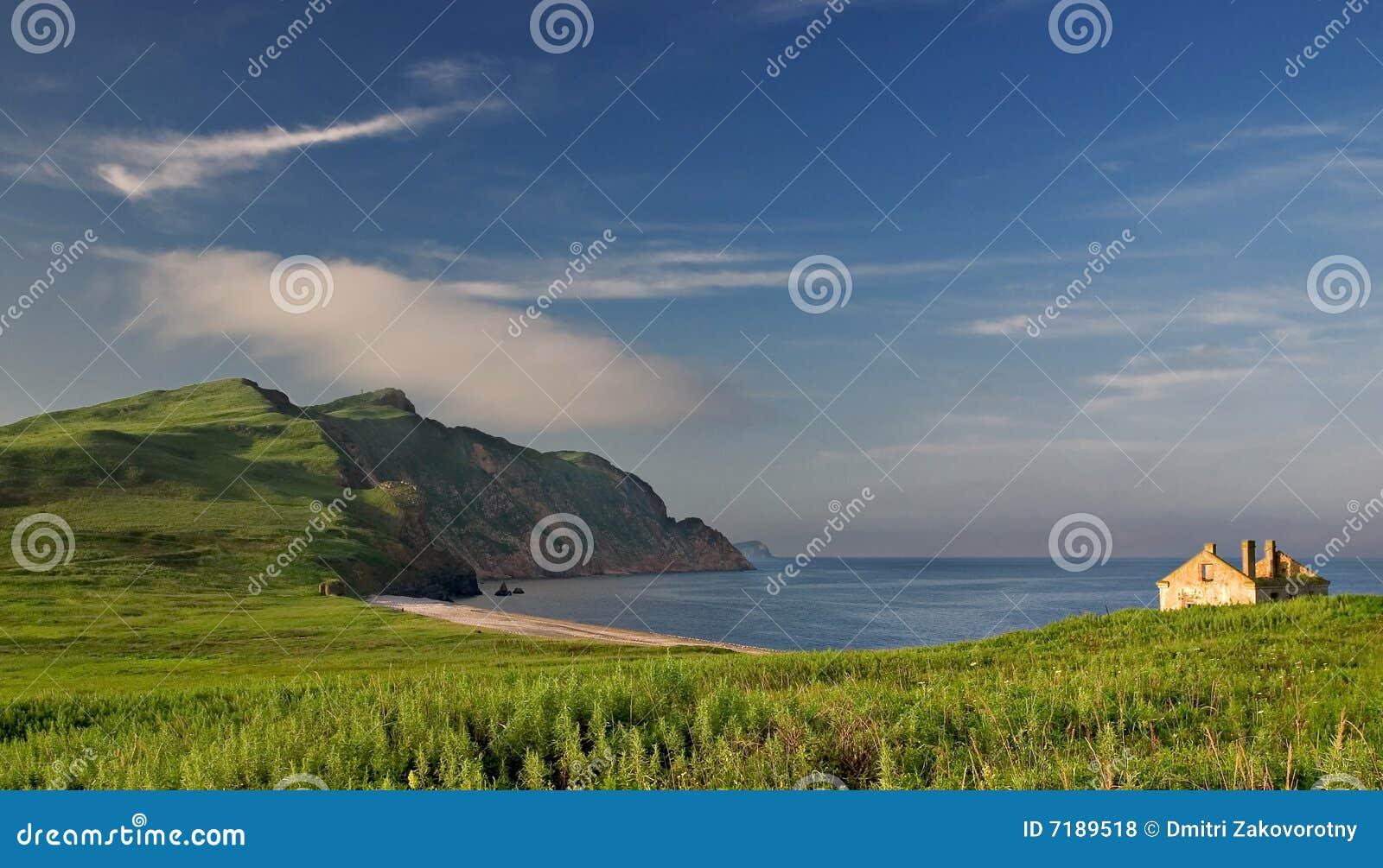 Θάλασσα της Ιαπωνίας. Φθινόπωρο. Μεγάλο Pelis isl.