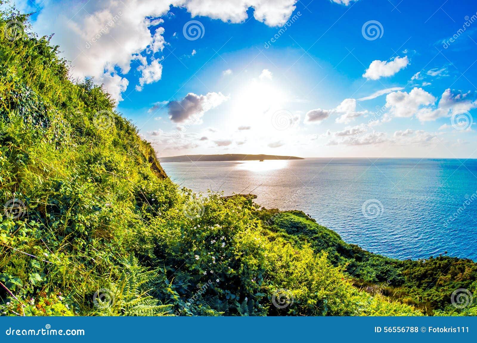 Download Θάλασσα και σύννεφα ουρανού ήλιων Στοκ Εικόνες - εικόνα από ηλιόλουστος, ήλιος: 56556788