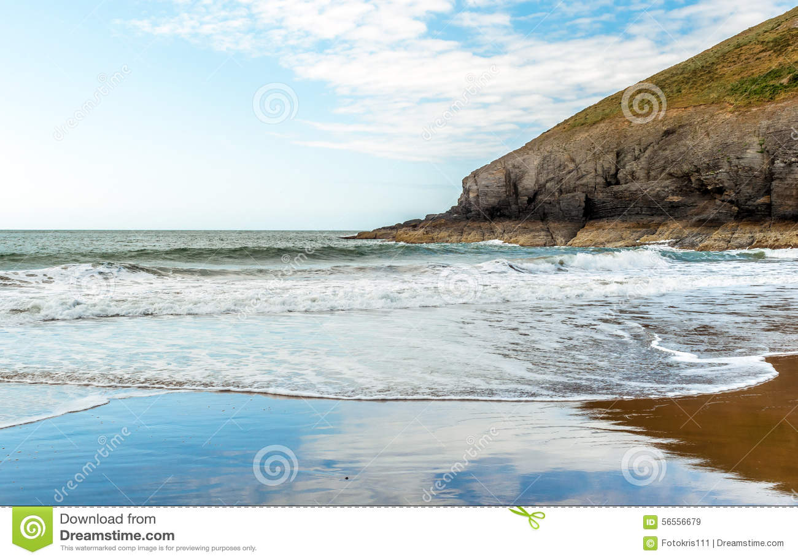 Download Θάλασσα ουρανού και σύννεφα και απότομοι βράχοι Στοκ Εικόνα - εικόνα από ενωμένος, άμμος: 56556679