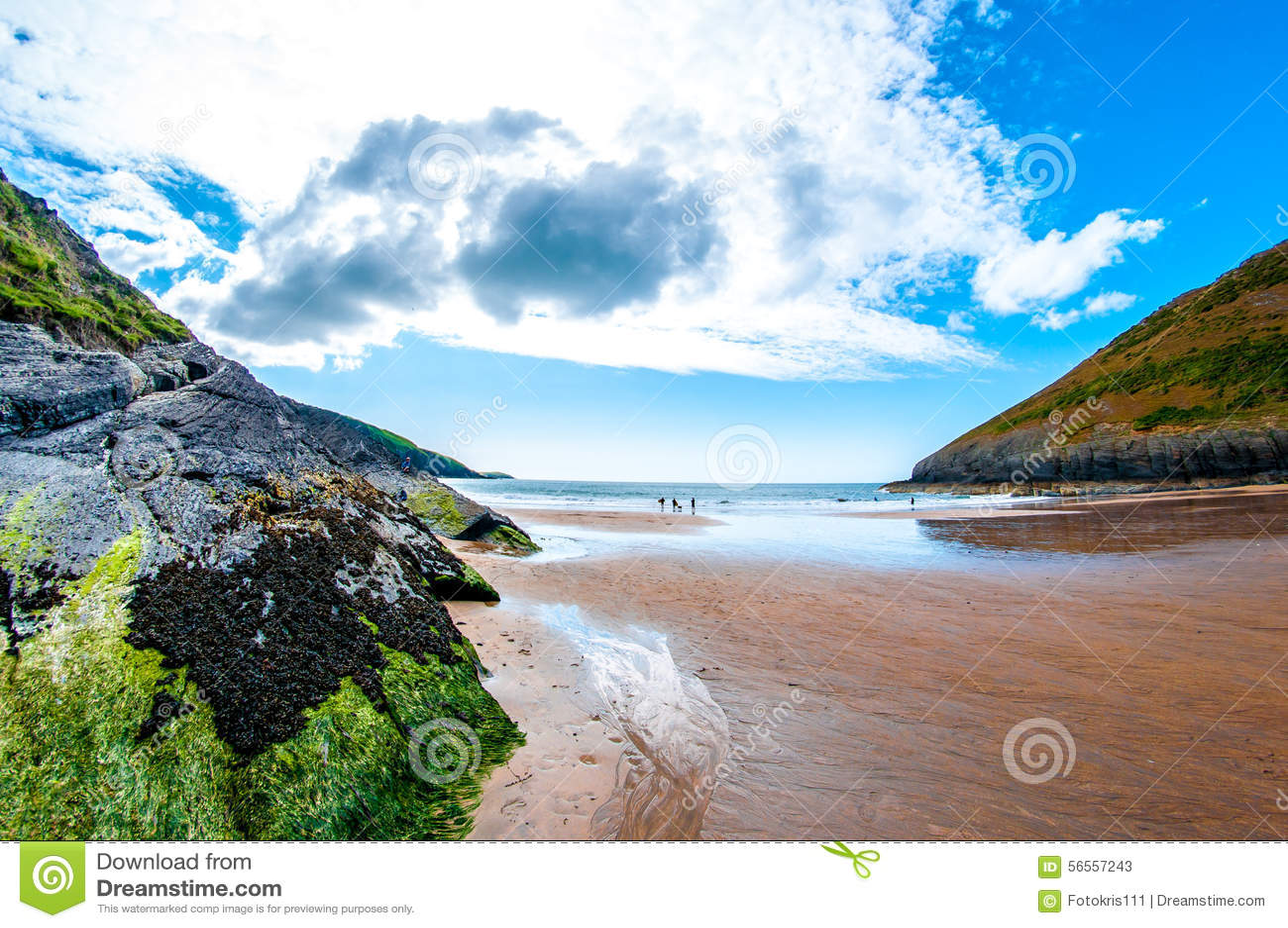 Download Θάλασσα ουρανού και σύννεφα και απότομοι βράχοι Στοκ Εικόνα - εικόνα από πανόραμα, ουρανός: 56557243