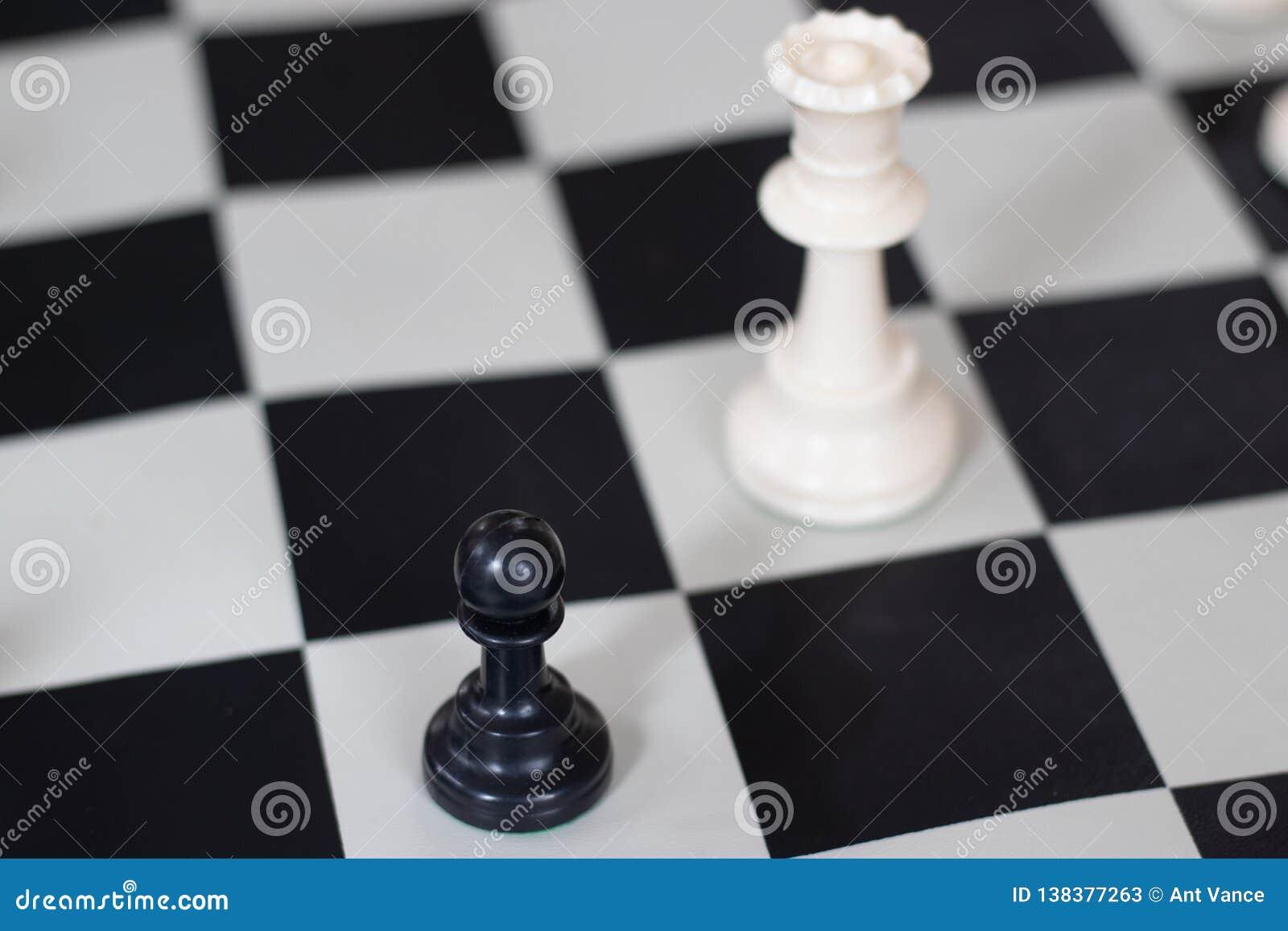Θέση σκακιού με τη βασίλισσα και το πιόνι, μέσο παιχνίδι