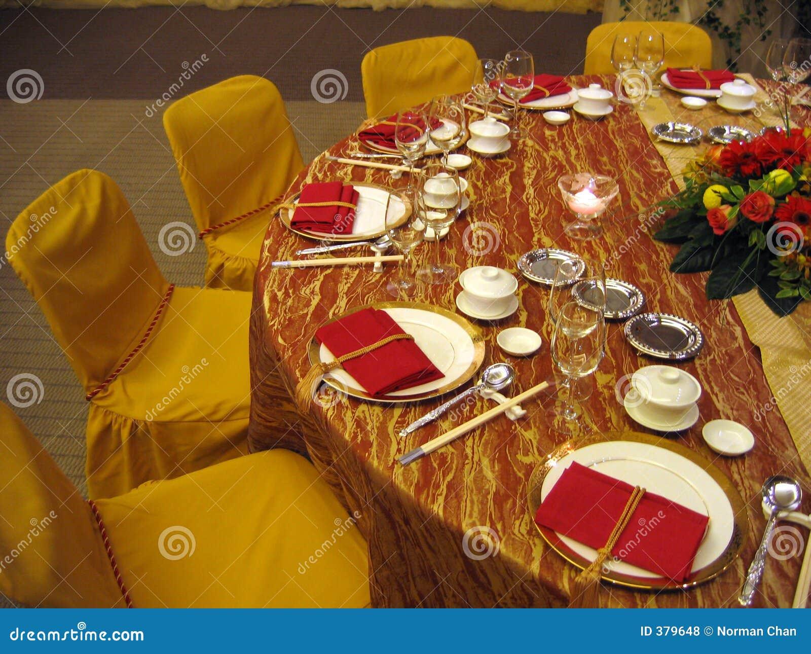 θέτοντας επιτραπέζιος γάμ